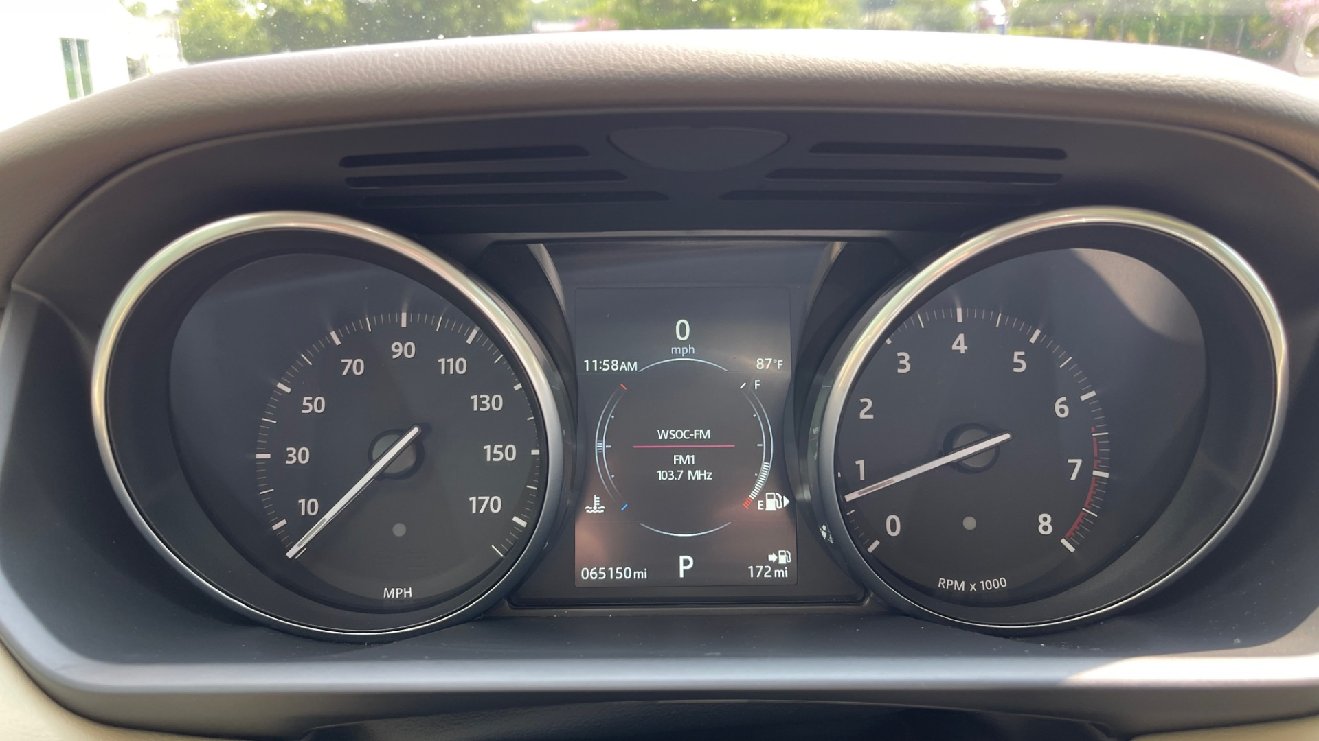 Used 2016 Land Rover RANGE ROVER SPORT V6 HSE / NAV / PANO-ROOF / MERIDIAN / CONSOLE COOLER / CAMERAS for sale $40,995 at Formula Imports in Charlotte NC 28227 38