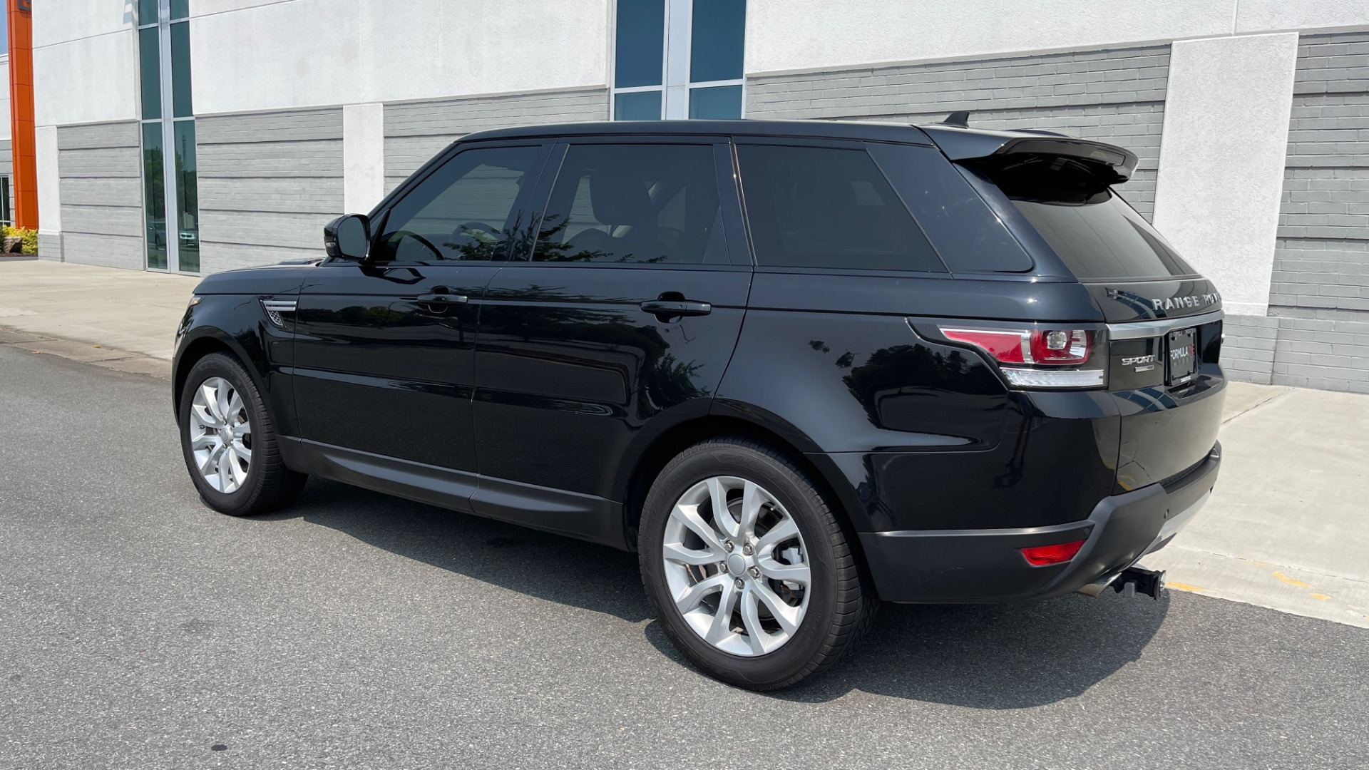 Used 2016 Land Rover RANGE ROVER SPORT V6 HSE / NAV / PANO-ROOF / MERIDIAN / CONSOLE COOLER / CAMERAS for sale $40,995 at Formula Imports in Charlotte NC 28227 5