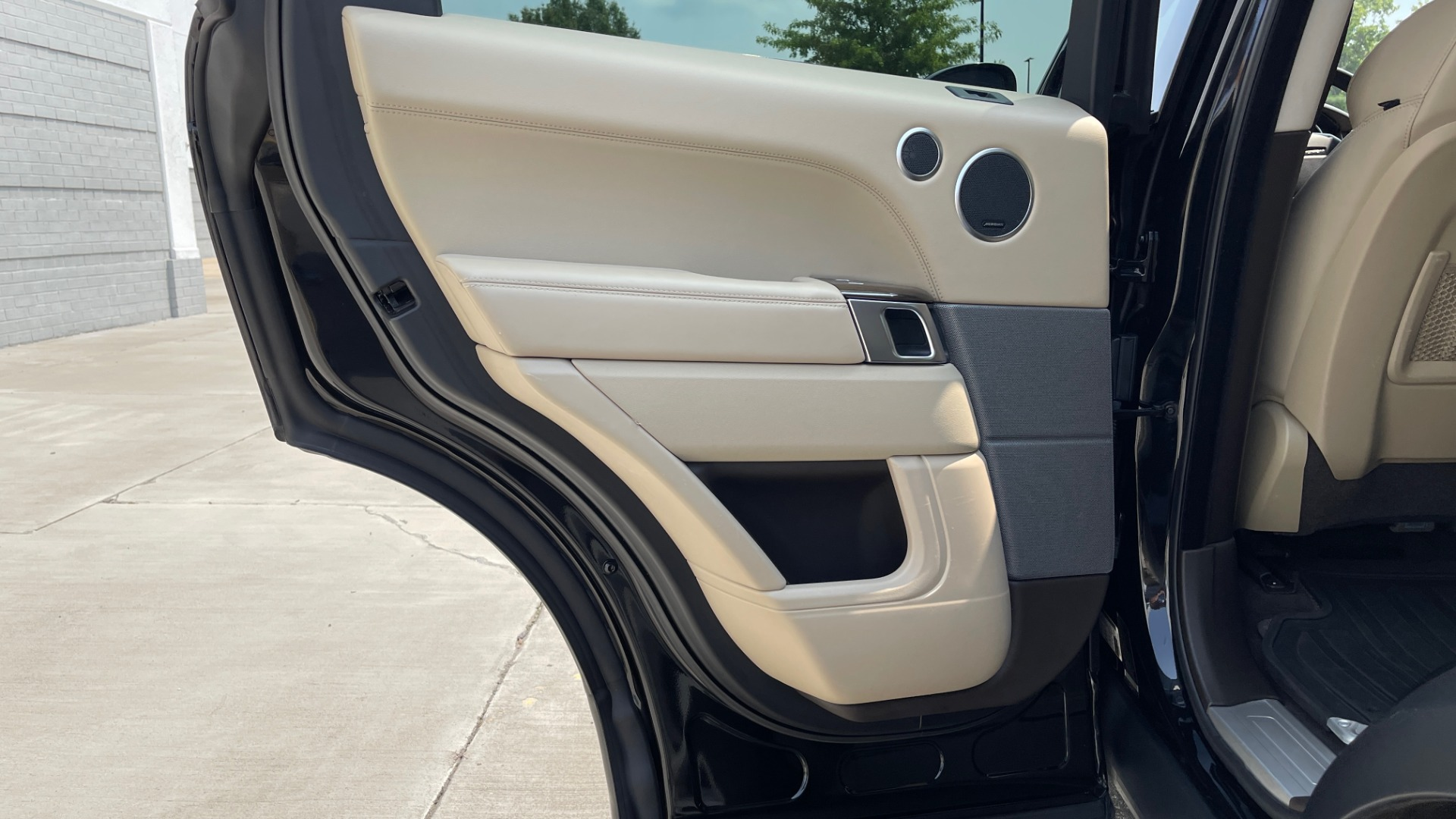Used 2016 Land Rover RANGE ROVER SPORT V6 HSE / NAV / PANO-ROOF / MERIDIAN / CONSOLE COOLER / CAMERAS for sale $40,995 at Formula Imports in Charlotte NC 28227 51