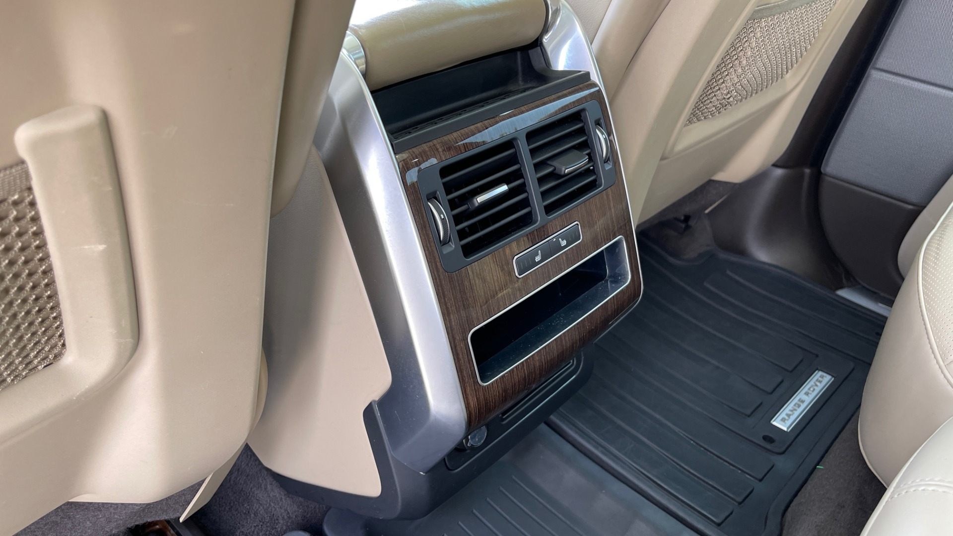 Used 2016 Land Rover RANGE ROVER SPORT V6 HSE / NAV / PANO-ROOF / MERIDIAN / CONSOLE COOLER / CAMERAS for sale $40,995 at Formula Imports in Charlotte NC 28227 53