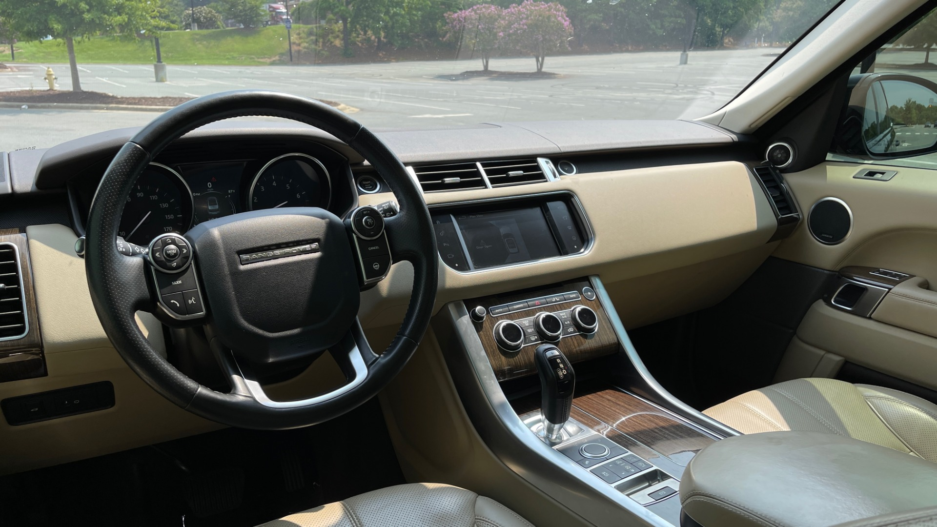 Used 2016 Land Rover RANGE ROVER SPORT V6 HSE / NAV / PANO-ROOF / MERIDIAN / CONSOLE COOLER / CAMERAS for sale $40,995 at Formula Imports in Charlotte NC 28227 54
