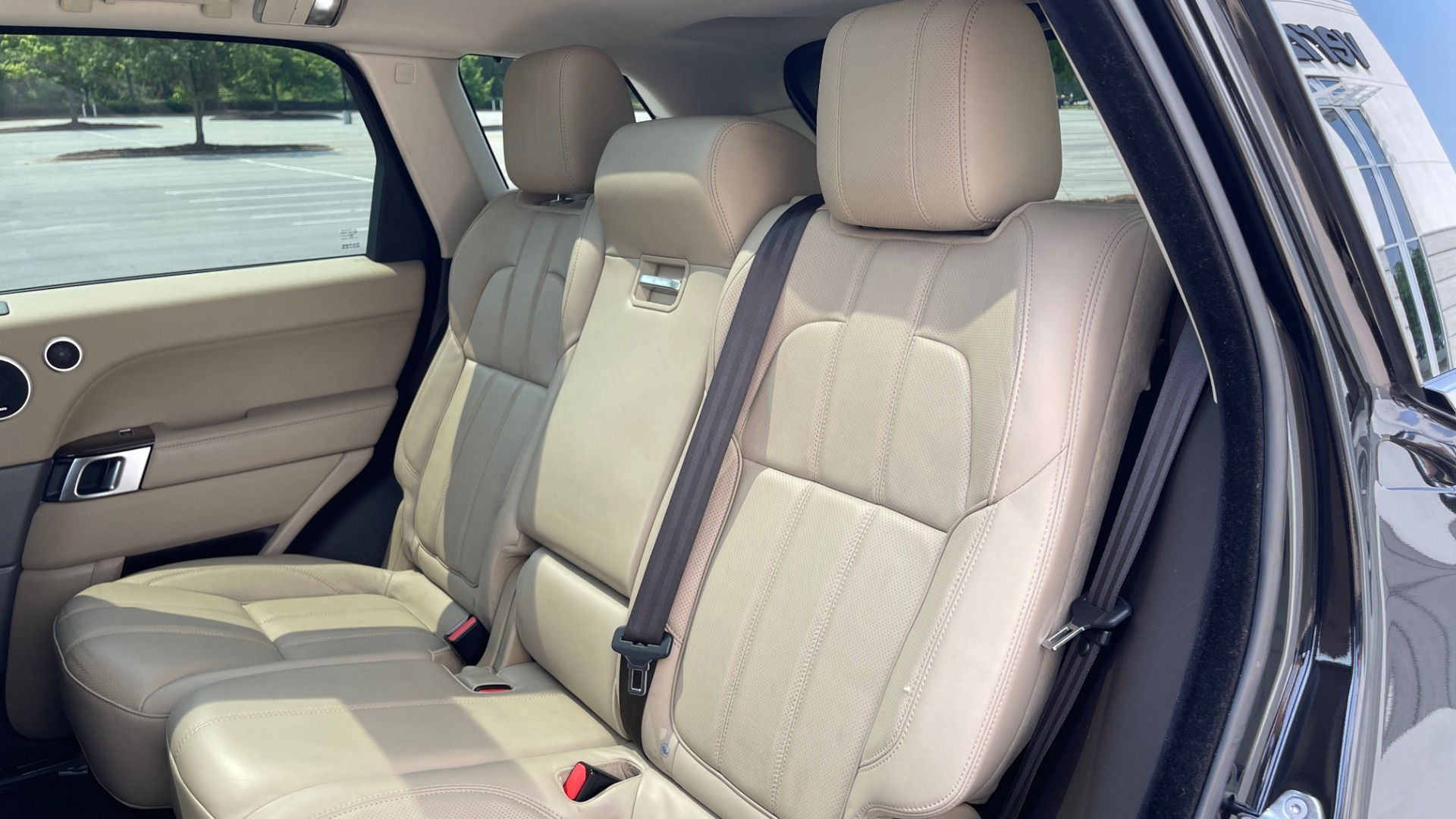 Used 2016 Land Rover RANGE ROVER SPORT V6 HSE / NAV / PANO-ROOF / MERIDIAN / CONSOLE COOLER / CAMERAS for sale $40,995 at Formula Imports in Charlotte NC 28227 60