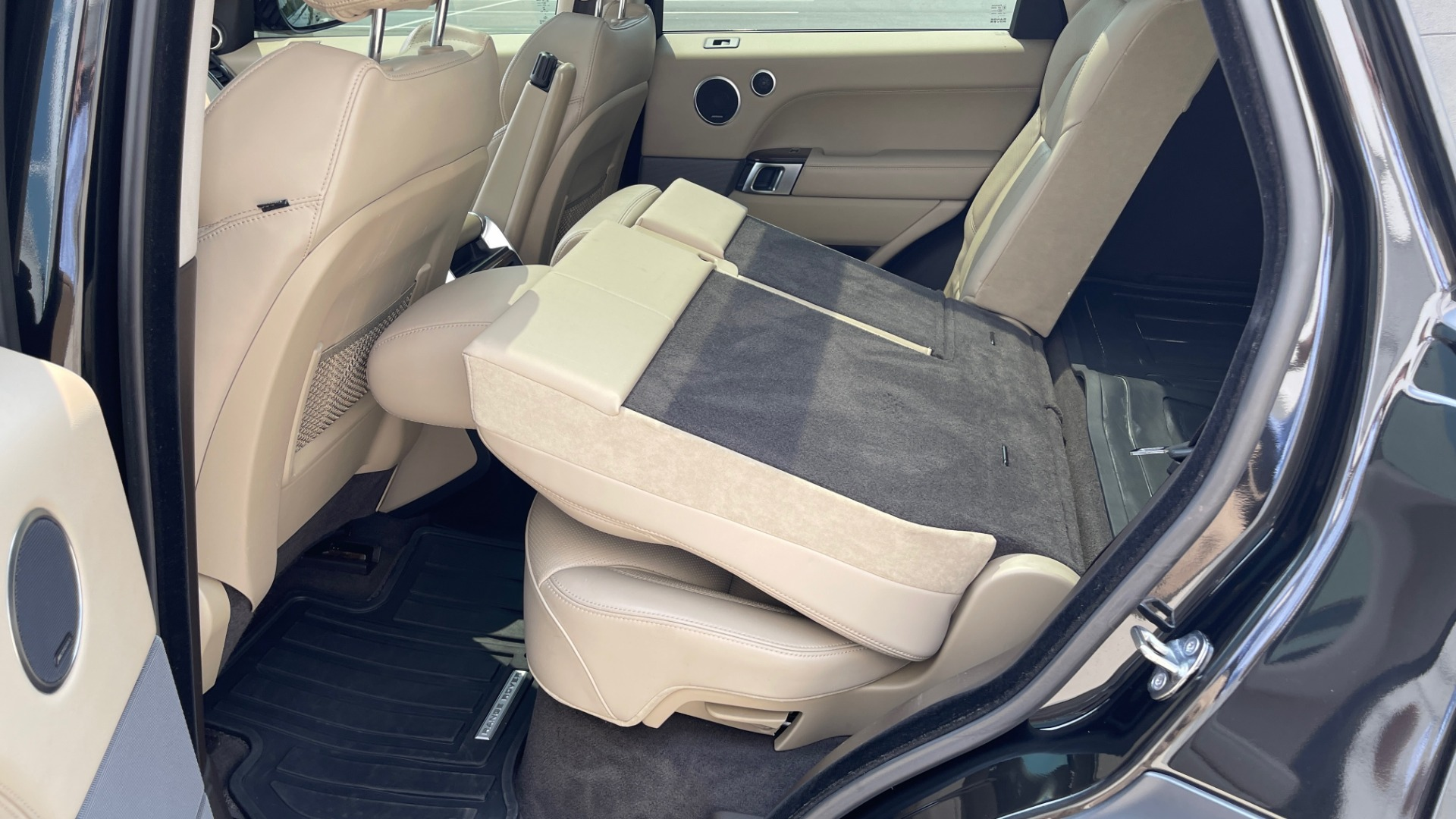 Used 2016 Land Rover RANGE ROVER SPORT V6 HSE / NAV / PANO-ROOF / MERIDIAN / CONSOLE COOLER / CAMERAS for sale $40,995 at Formula Imports in Charlotte NC 28227 62