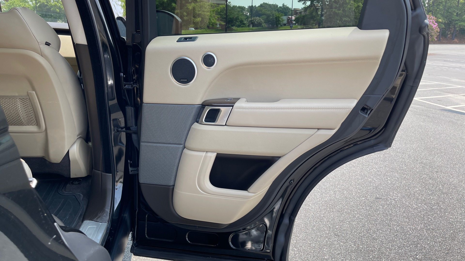 Used 2016 Land Rover RANGE ROVER SPORT V6 HSE / NAV / PANO-ROOF / MERIDIAN / CONSOLE COOLER / CAMERAS for sale $40,995 at Formula Imports in Charlotte NC 28227 64