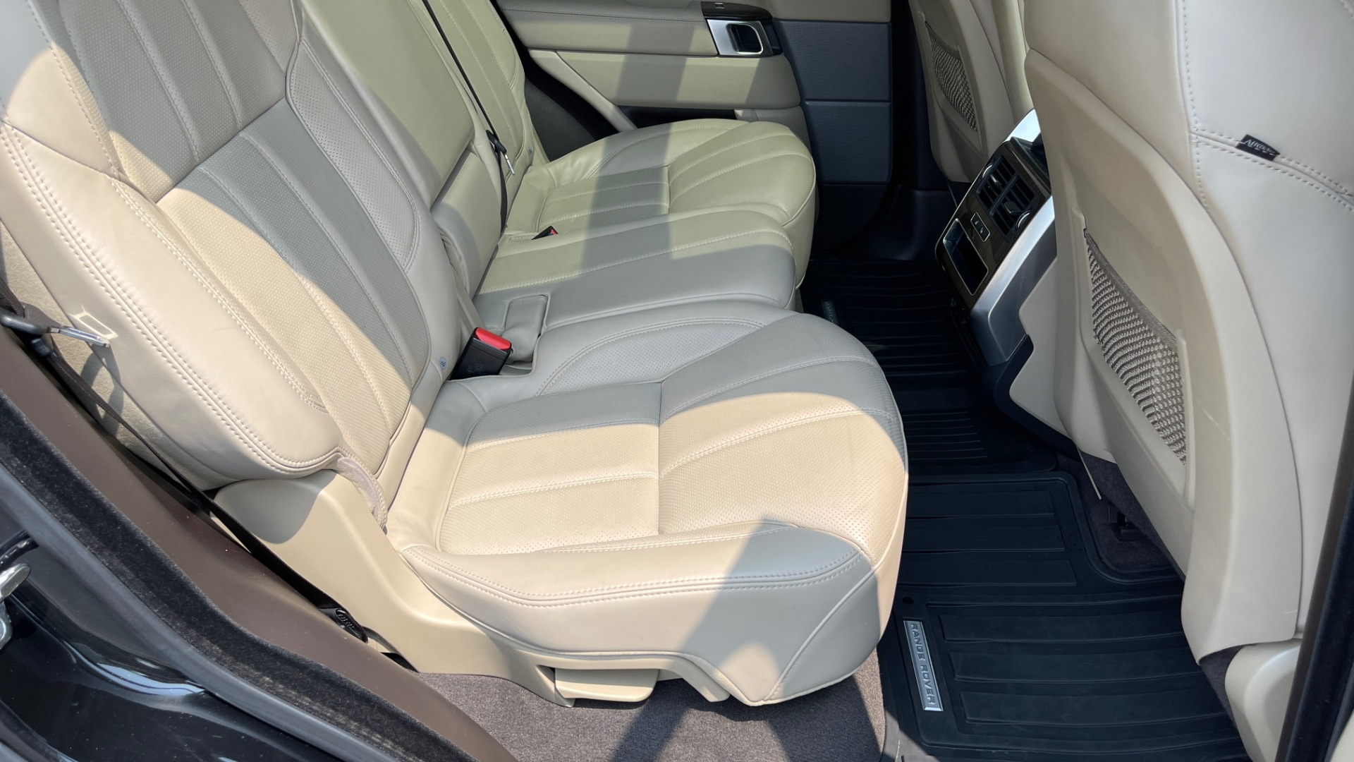 Used 2016 Land Rover RANGE ROVER SPORT V6 HSE / NAV / PANO-ROOF / MERIDIAN / CONSOLE COOLER / CAMERAS for sale $40,995 at Formula Imports in Charlotte NC 28227 66
