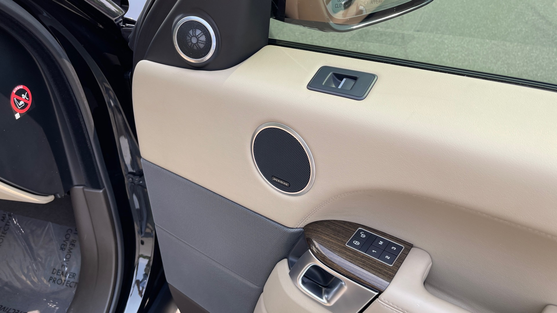 Used 2016 Land Rover RANGE ROVER SPORT V6 HSE / NAV / PANO-ROOF / MERIDIAN / CONSOLE COOLER / CAMERAS for sale $40,995 at Formula Imports in Charlotte NC 28227 69