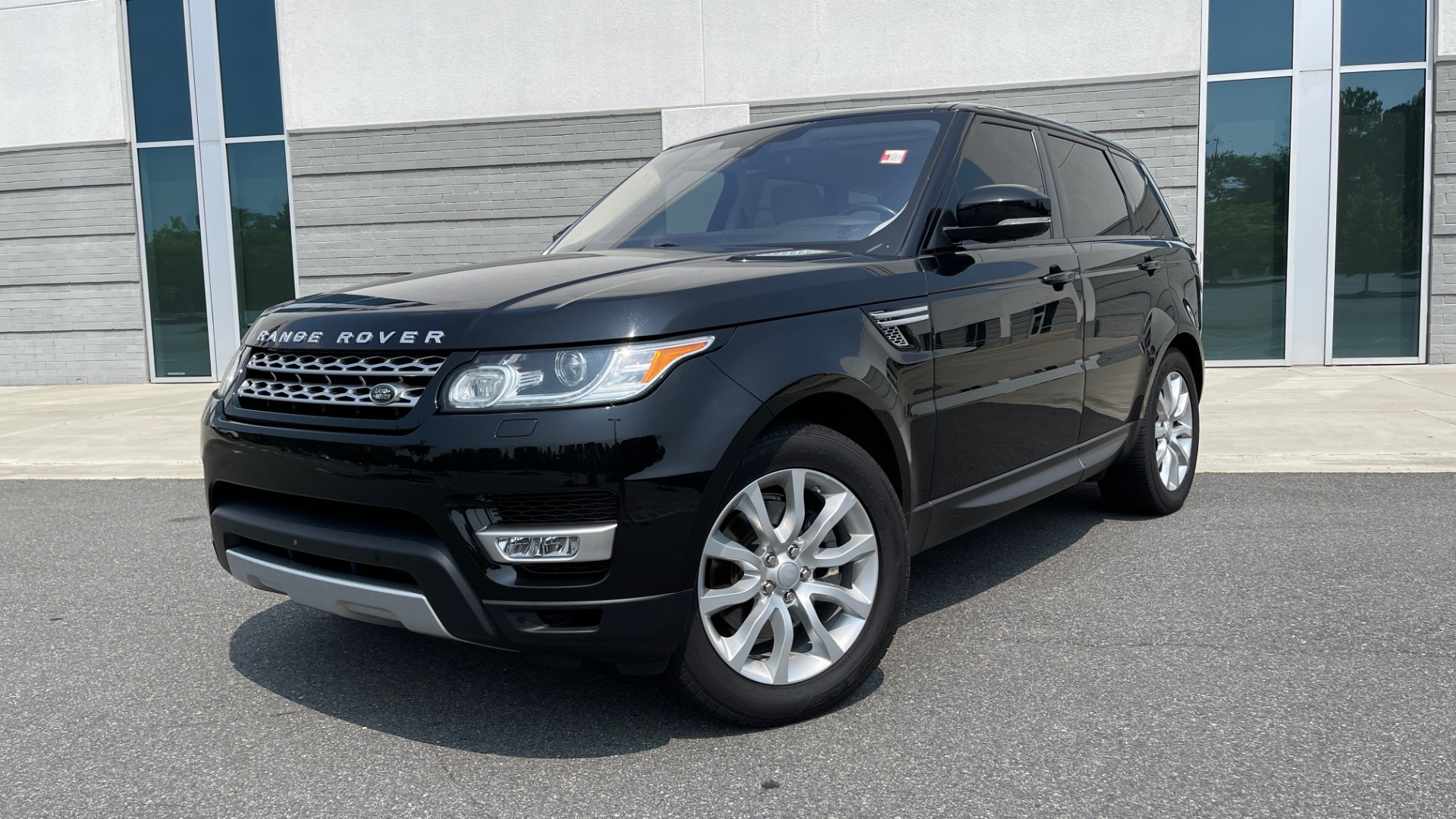Used 2016 Land Rover RANGE ROVER SPORT V6 HSE / NAV / PANO-ROOF / MERIDIAN / CONSOLE COOLER / CAMERAS for sale $40,995 at Formula Imports in Charlotte NC 28227 1