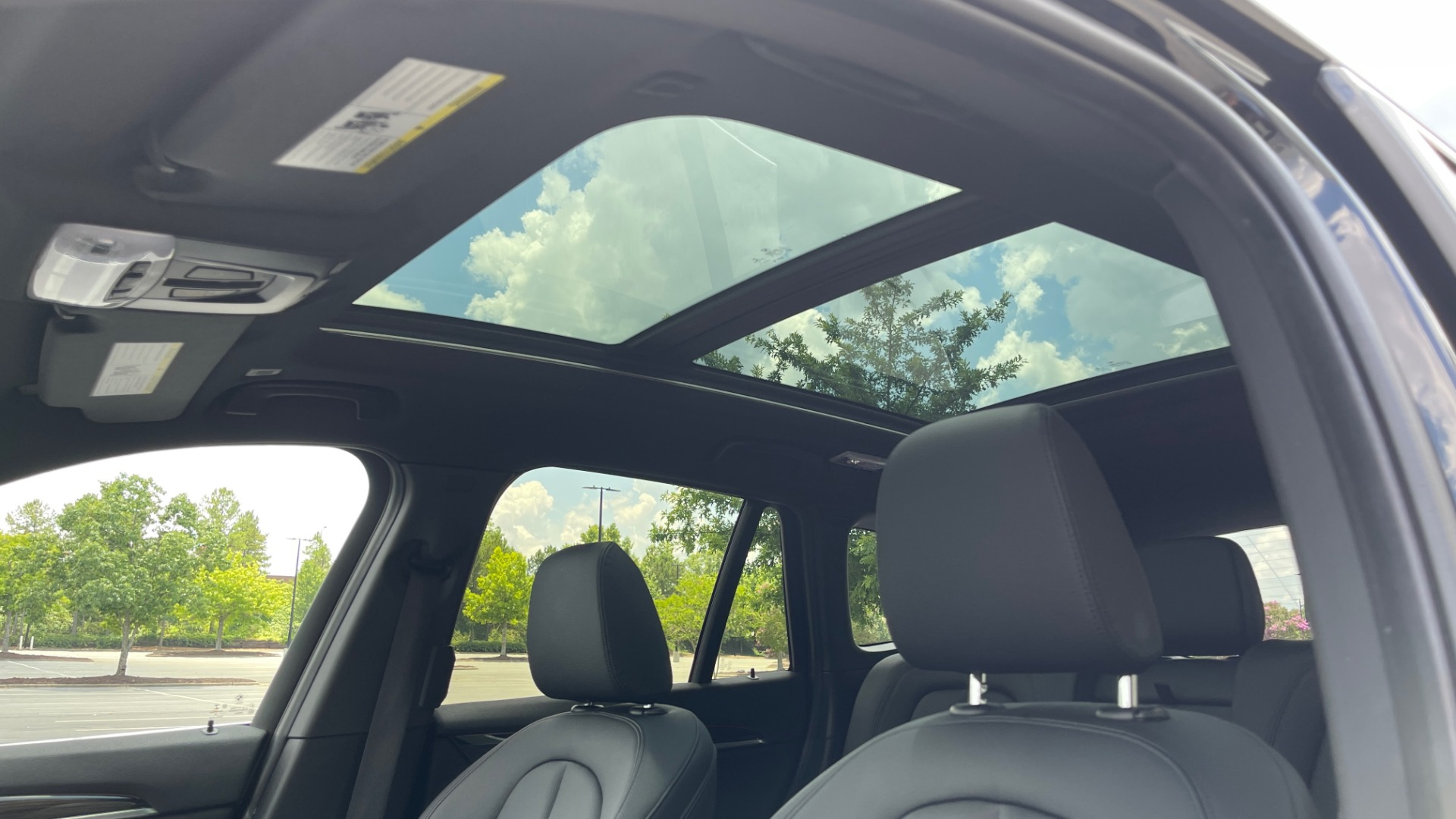 Used 2018 BMW X1 XDRIVE28I / NAV / CONV PKG / HTD STS / PANO-ROOF / REARVIEW for sale $29,995 at Formula Imports in Charlotte NC 28227 51