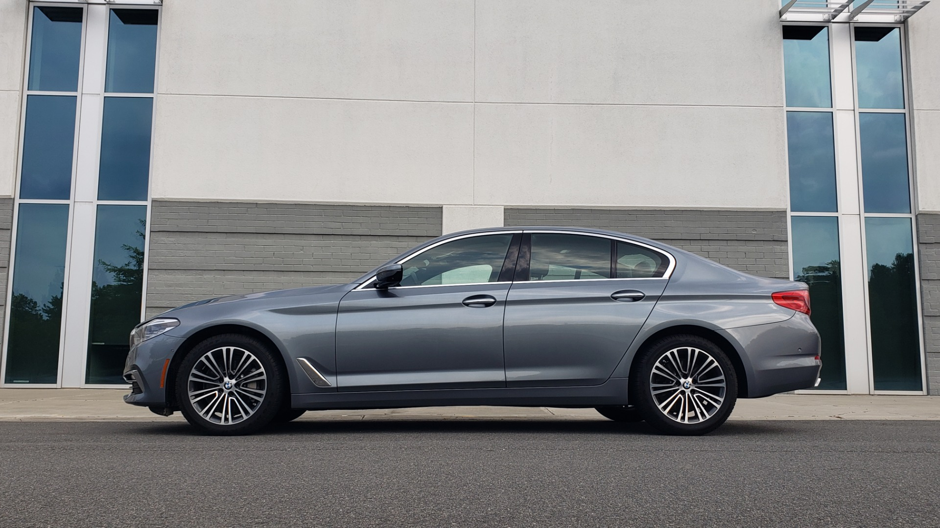 Used 2018 BMW 5 SERIES 540I XDRIVE PREMIUM / EXECUTIVE / LUXURY / H/K SND / REMOTE CONTROL PARKING for sale $40,995 at Formula Imports in Charlotte NC 28227 5