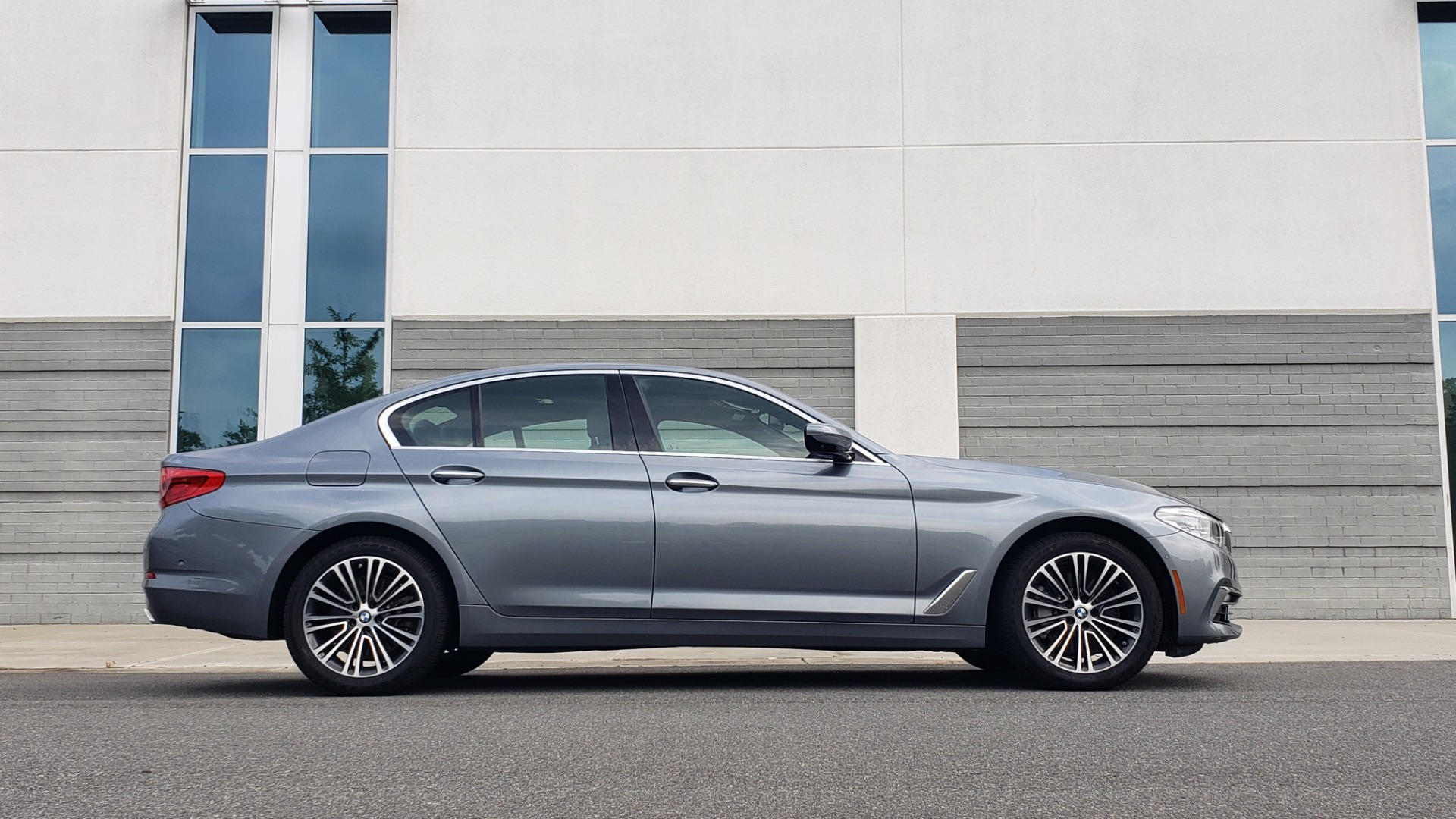 Used 2018 BMW 5 SERIES 540I XDRIVE PREMIUM / EXECUTIVE / LUXURY / H/K SND / REMOTE CONTROL PARKING for sale $40,995 at Formula Imports in Charlotte NC 28227 9