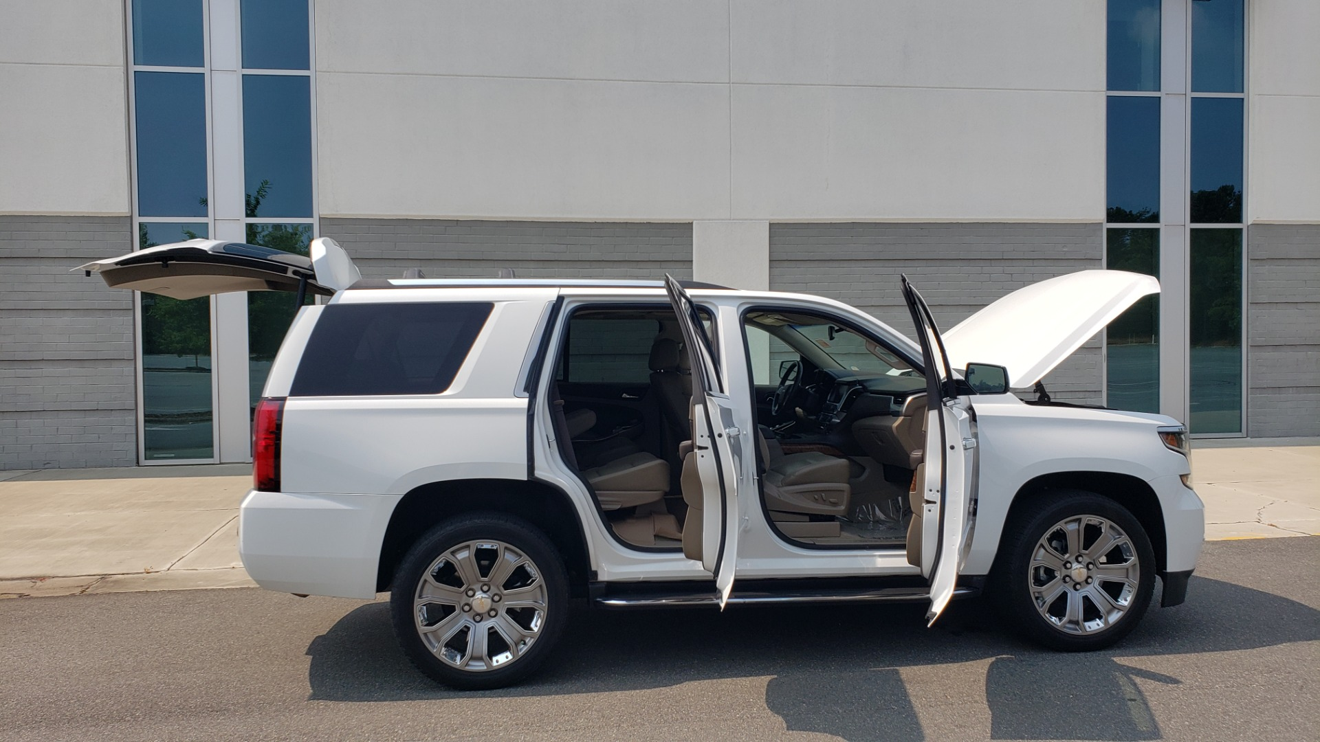 Used 2018 Chevrolet TAHOE PREMIER 4WD / NAV / SUNROOF / BOSE / 3-ROW / HUD / REARVIEW for sale $63,995 at Formula Imports in Charlotte NC 28227 12