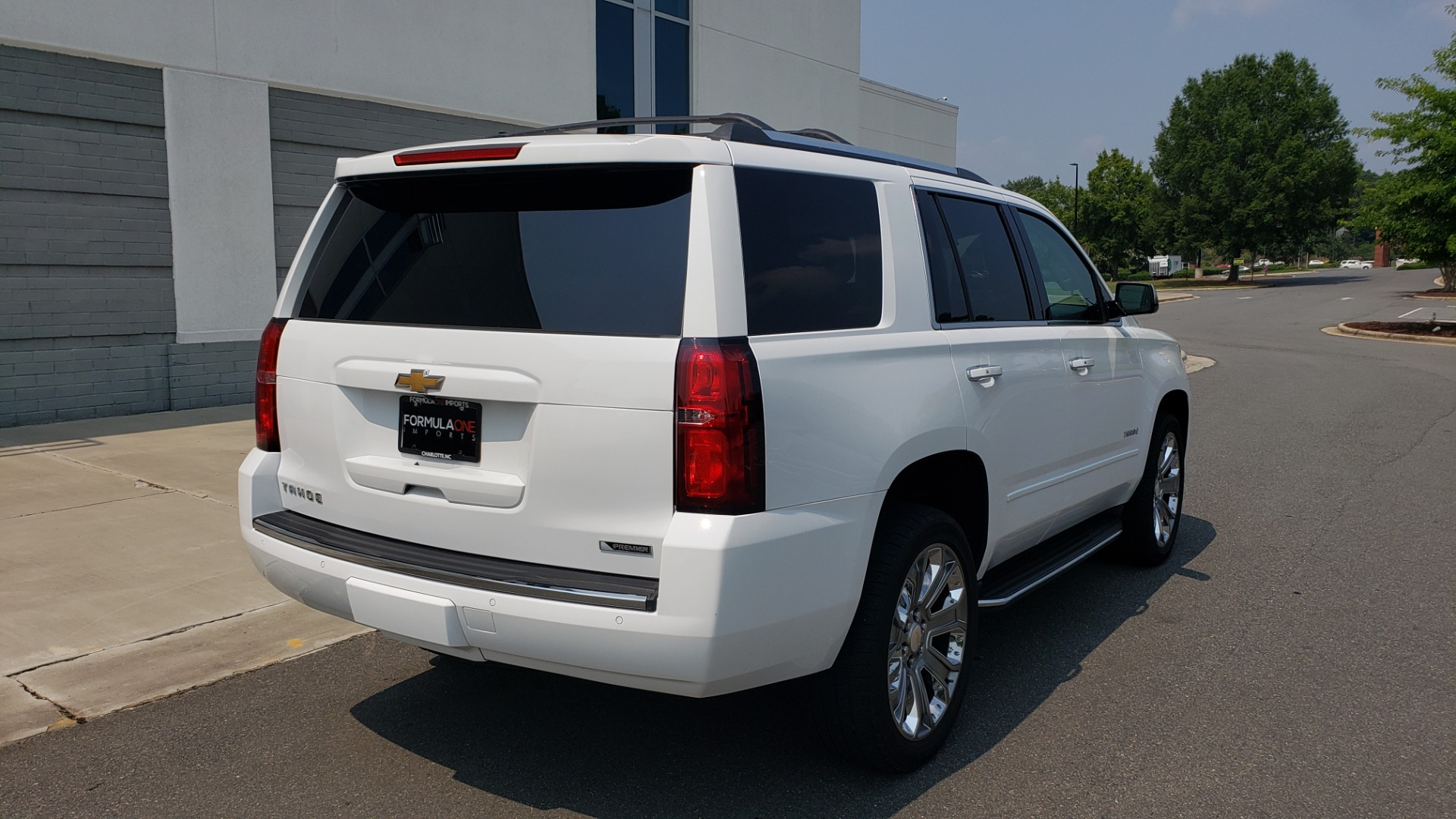 Used 2018 Chevrolet TAHOE PREMIER 4WD / NAV / SUNROOF / BOSE / 3-ROW / HUD / REARVIEW for sale $63,995 at Formula Imports in Charlotte NC 28227 2