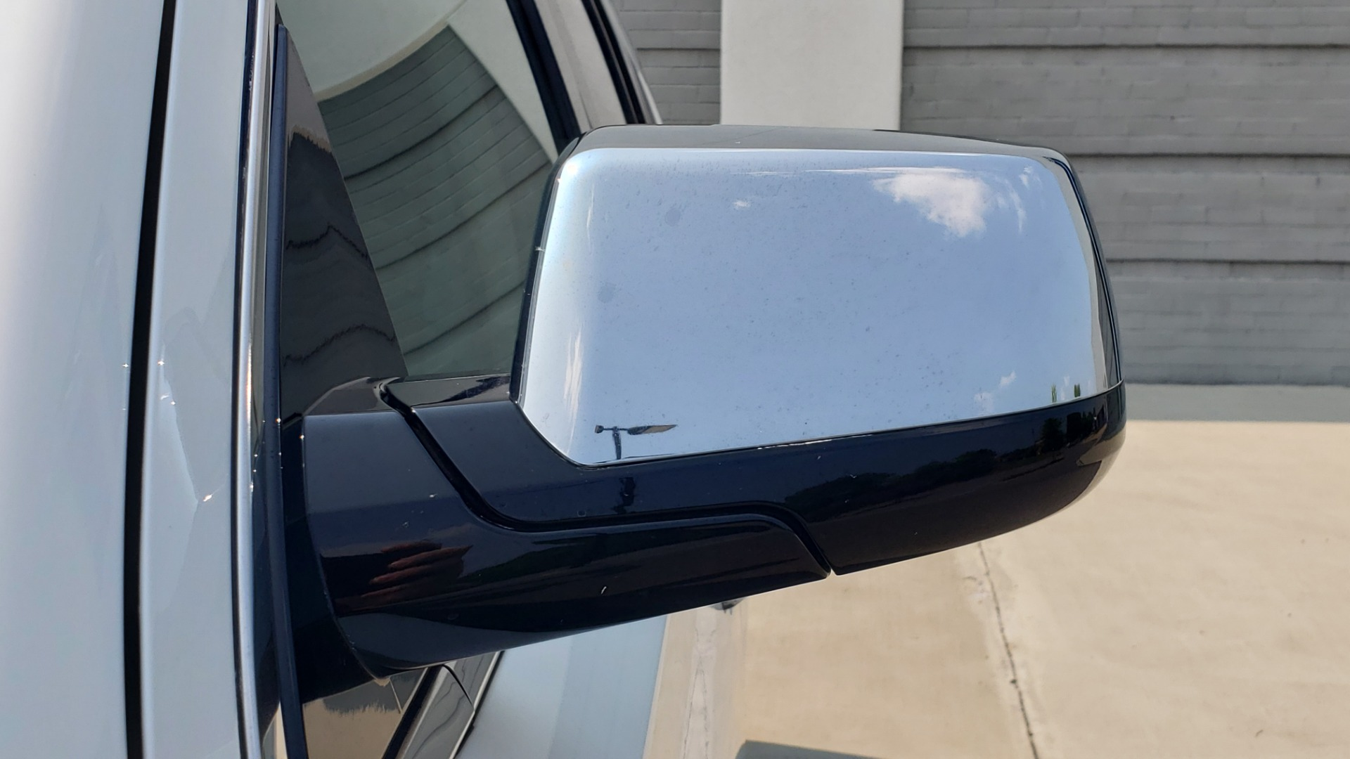 Used 2018 Chevrolet TAHOE PREMIER 4WD / NAV / SUNROOF / BOSE / 3-ROW / HUD / REARVIEW for sale $63,995 at Formula Imports in Charlotte NC 28227 29