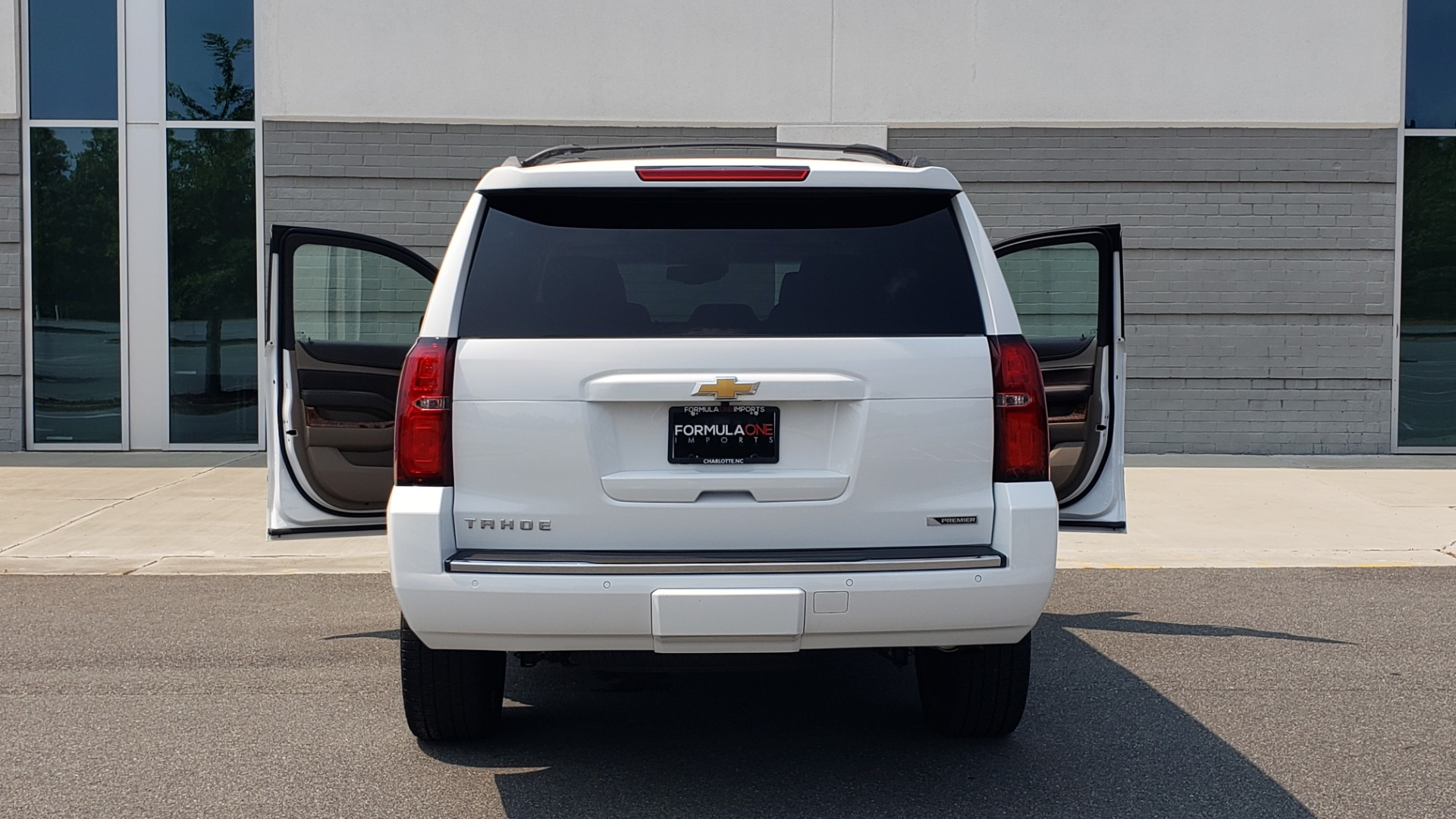 Used 2018 Chevrolet TAHOE PREMIER 4WD / NAV / SUNROOF / BOSE / 3-ROW / HUD / REARVIEW for sale $63,995 at Formula Imports in Charlotte NC 28227 30