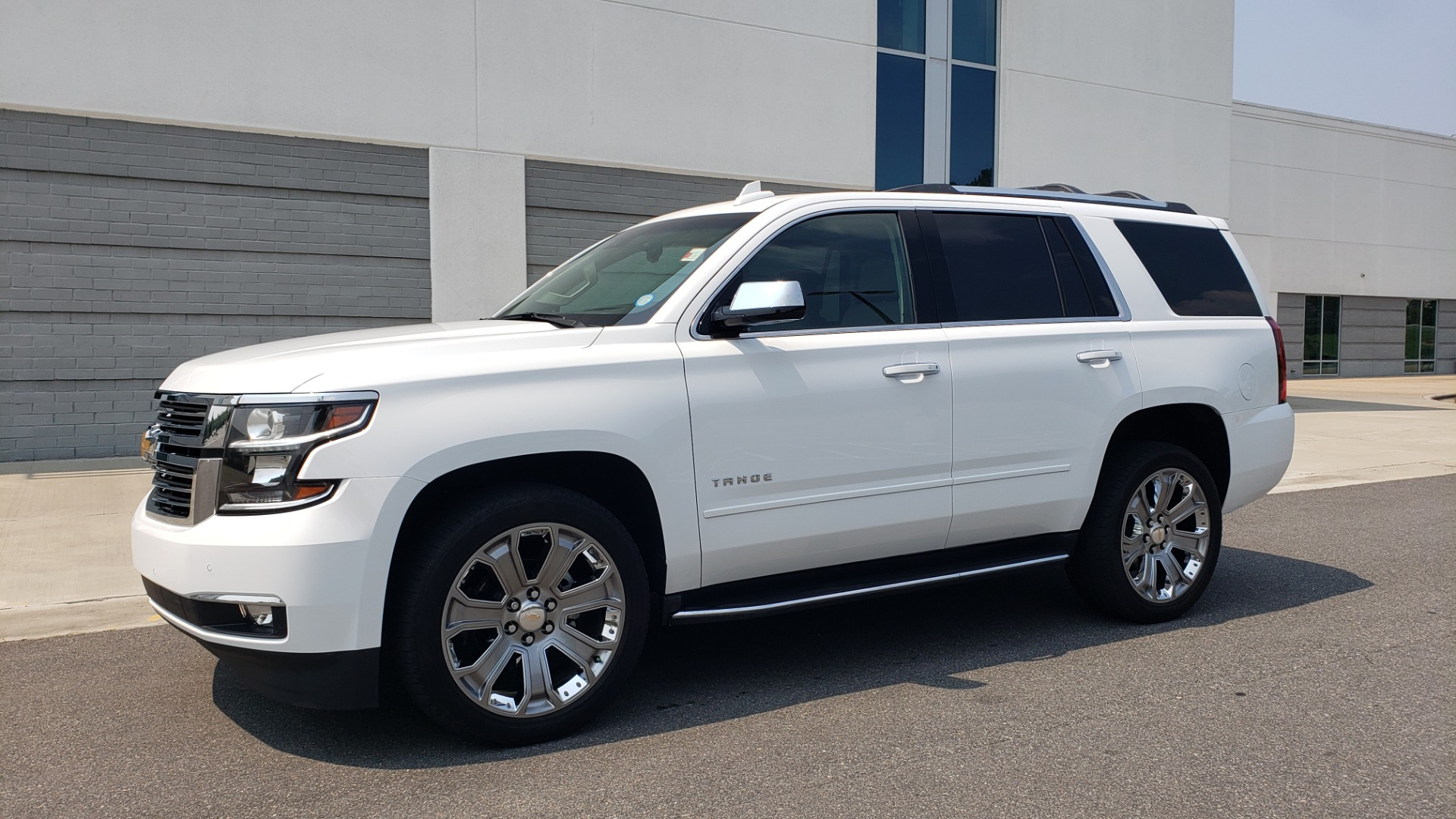 Used 2018 Chevrolet TAHOE PREMIER 4WD / NAV / SUNROOF / BOSE / 3-ROW / HUD / REARVIEW for sale $63,995 at Formula Imports in Charlotte NC 28227 4