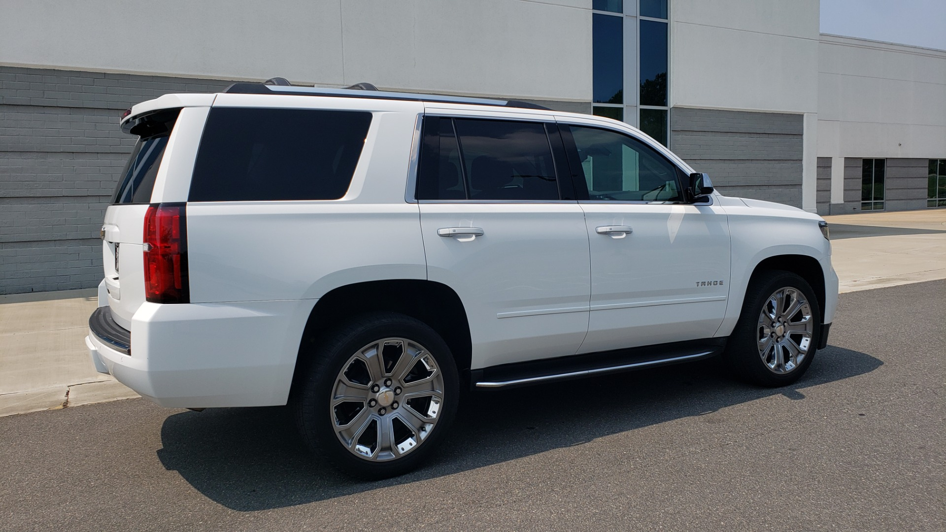 Used 2018 Chevrolet TAHOE PREMIER 4WD / NAV / SUNROOF / BOSE / 3-ROW / HUD / REARVIEW for sale $63,995 at Formula Imports in Charlotte NC 28227 5