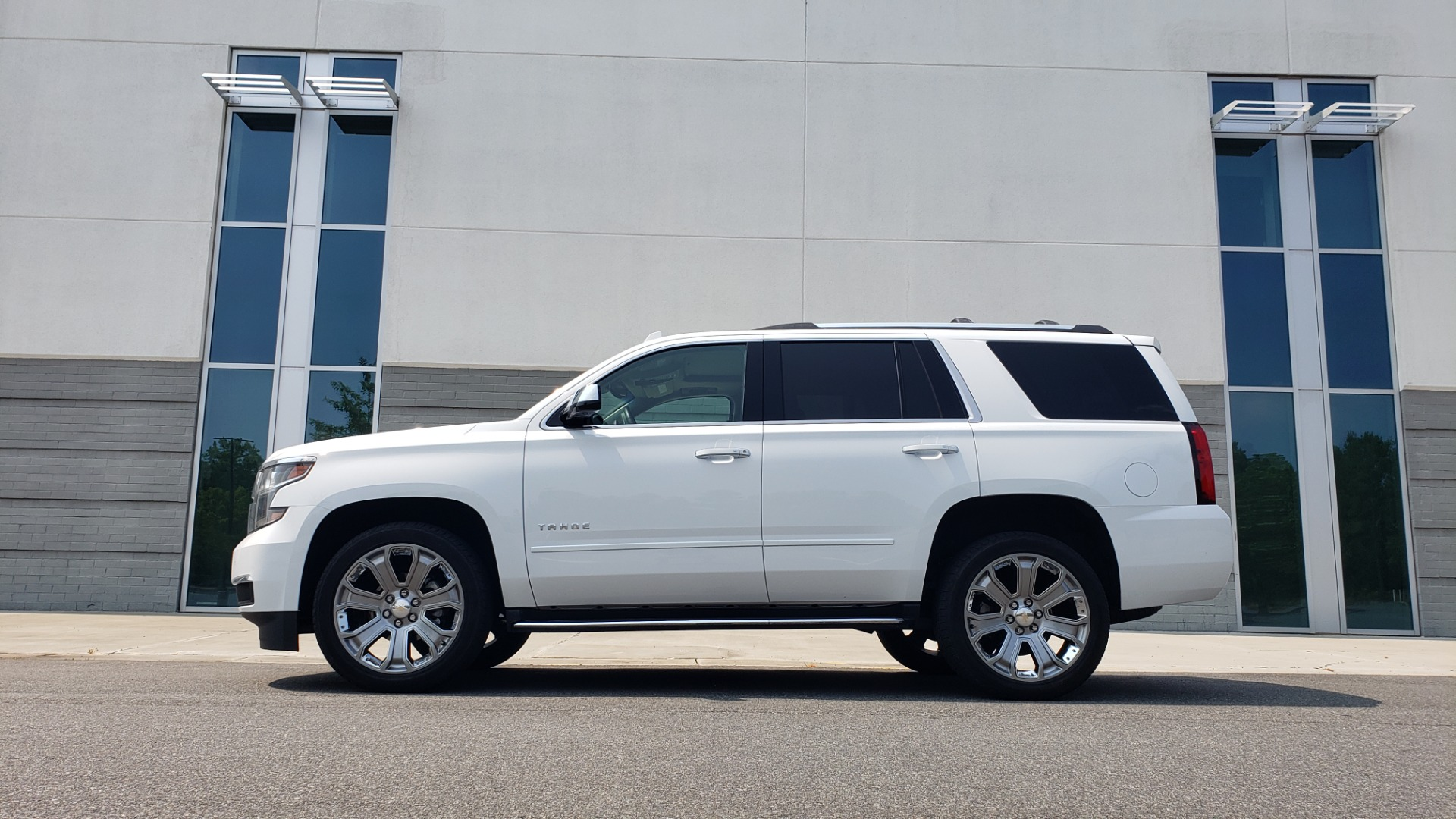 Used 2018 Chevrolet TAHOE PREMIER 4WD / NAV / SUNROOF / BOSE / 3-ROW / HUD / REARVIEW for sale $63,995 at Formula Imports in Charlotte NC 28227 6
