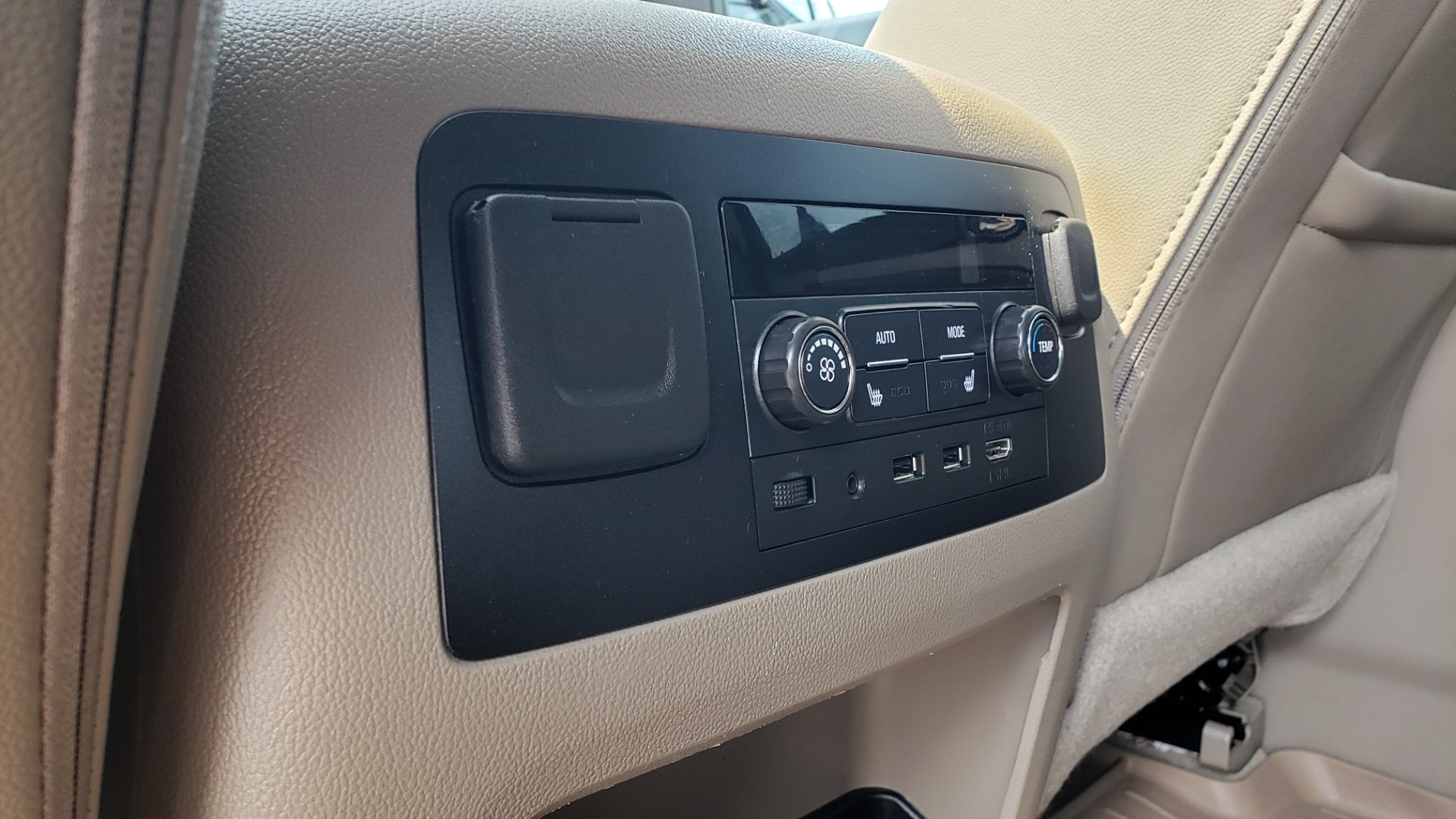 Used 2018 Chevrolet TAHOE PREMIER 4WD / NAV / SUNROOF / BOSE / 3-ROW / HUD / REARVIEW for sale $63,995 at Formula Imports in Charlotte NC 28227 69