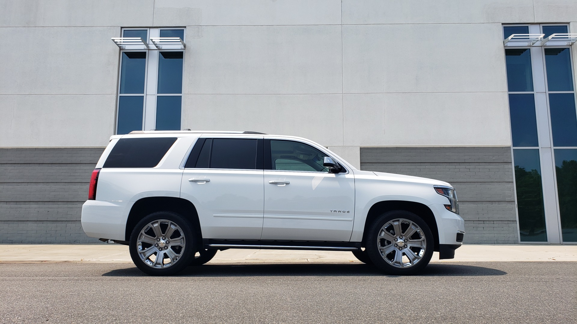 Used 2018 Chevrolet TAHOE PREMIER 4WD / NAV / SUNROOF / BOSE / 3-ROW / HUD / REARVIEW for sale $63,995 at Formula Imports in Charlotte NC 28227 9