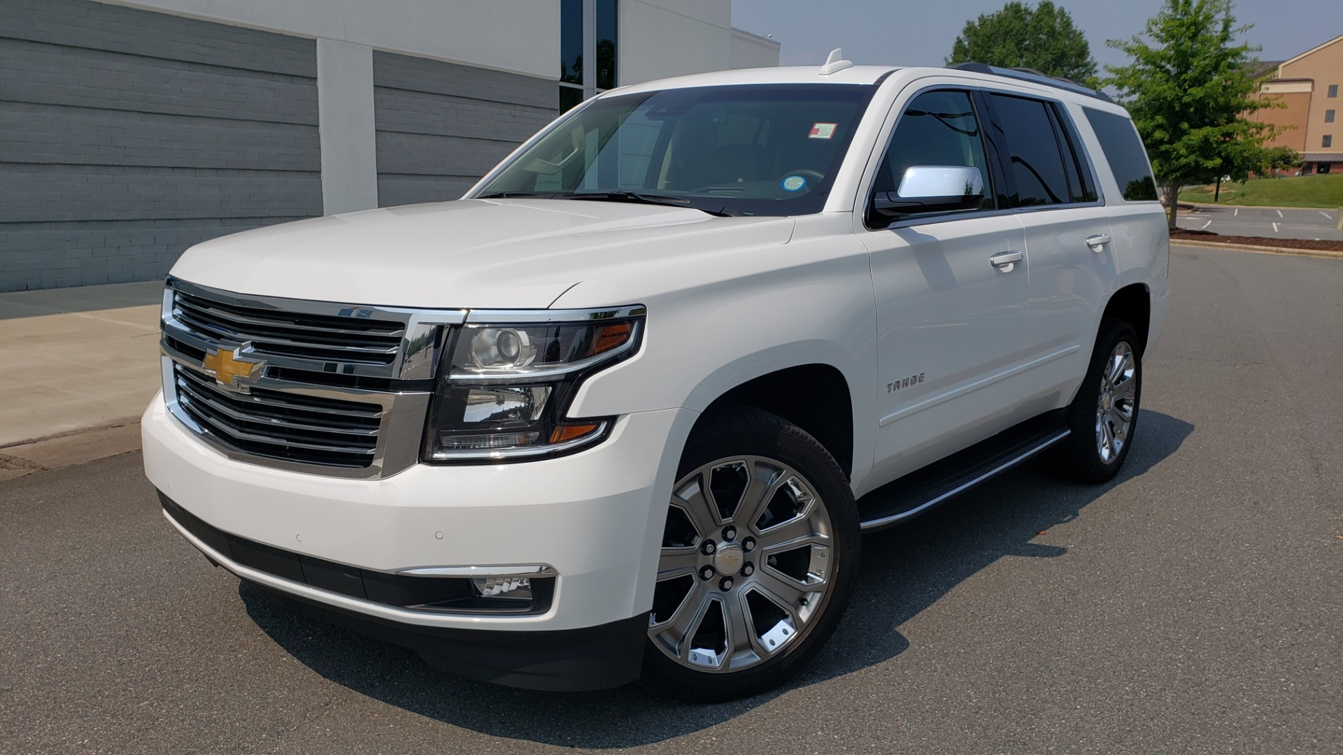 Used 2018 Chevrolet TAHOE PREMIER 4WD / NAV / SUNROOF / BOSE / 3-ROW / HUD / REARVIEW for sale $63,995 at Formula Imports in Charlotte NC 28227 1