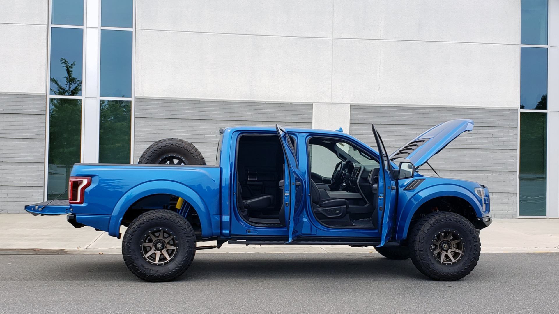 Used 2019 Ford F-150 RAPTOR 4X4 / CREWCAB / PRE-RUNNER CUSTOM SUSPENSION for sale $79,999 at Formula Imports in Charlotte NC 28227 21