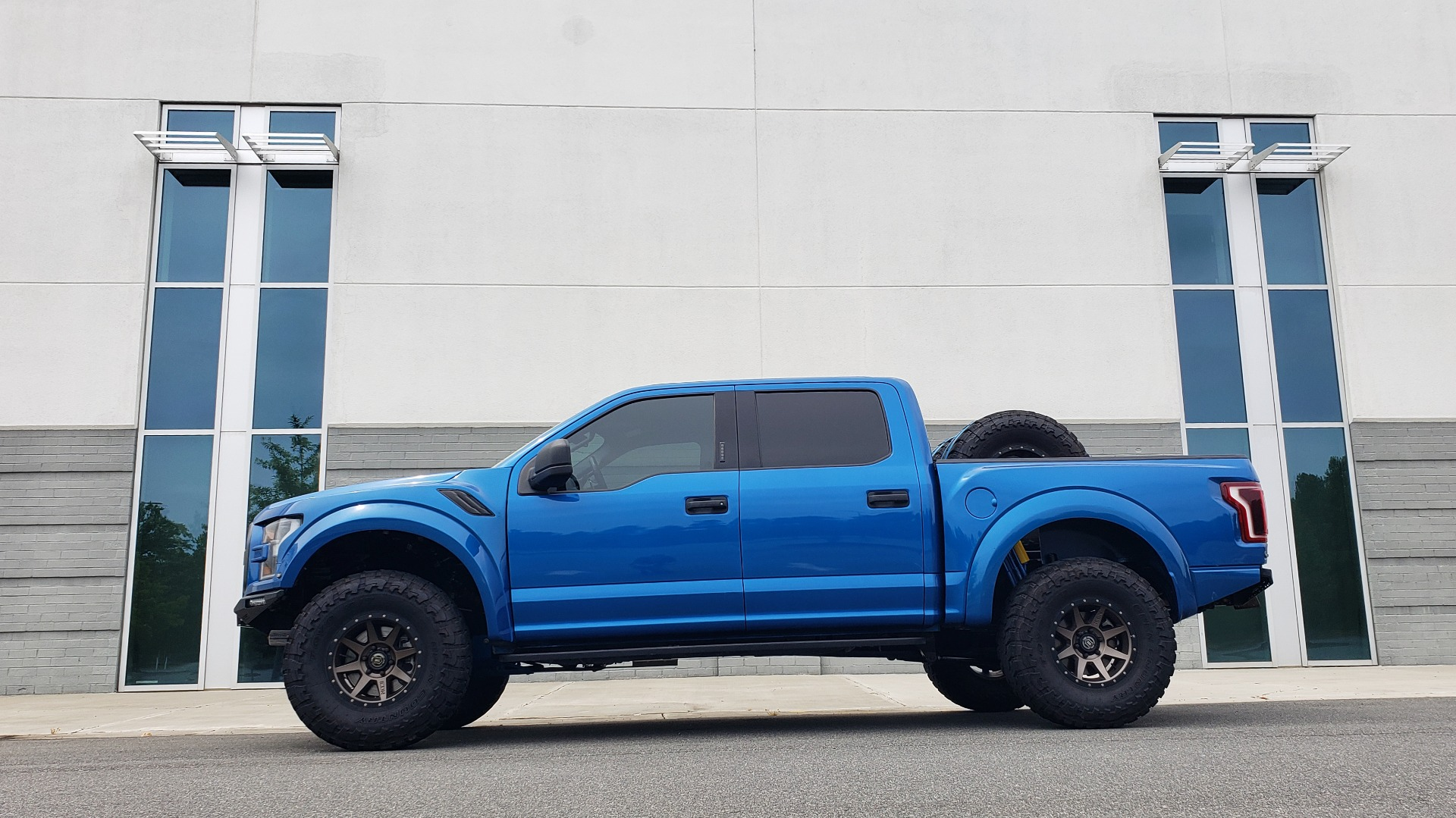 Used 2019 Ford F-150 RAPTOR 4X4 / CREWCAB / PRE-RUNNER CUSTOM SUSPENSION for sale $79,999 at Formula Imports in Charlotte NC 28227 5