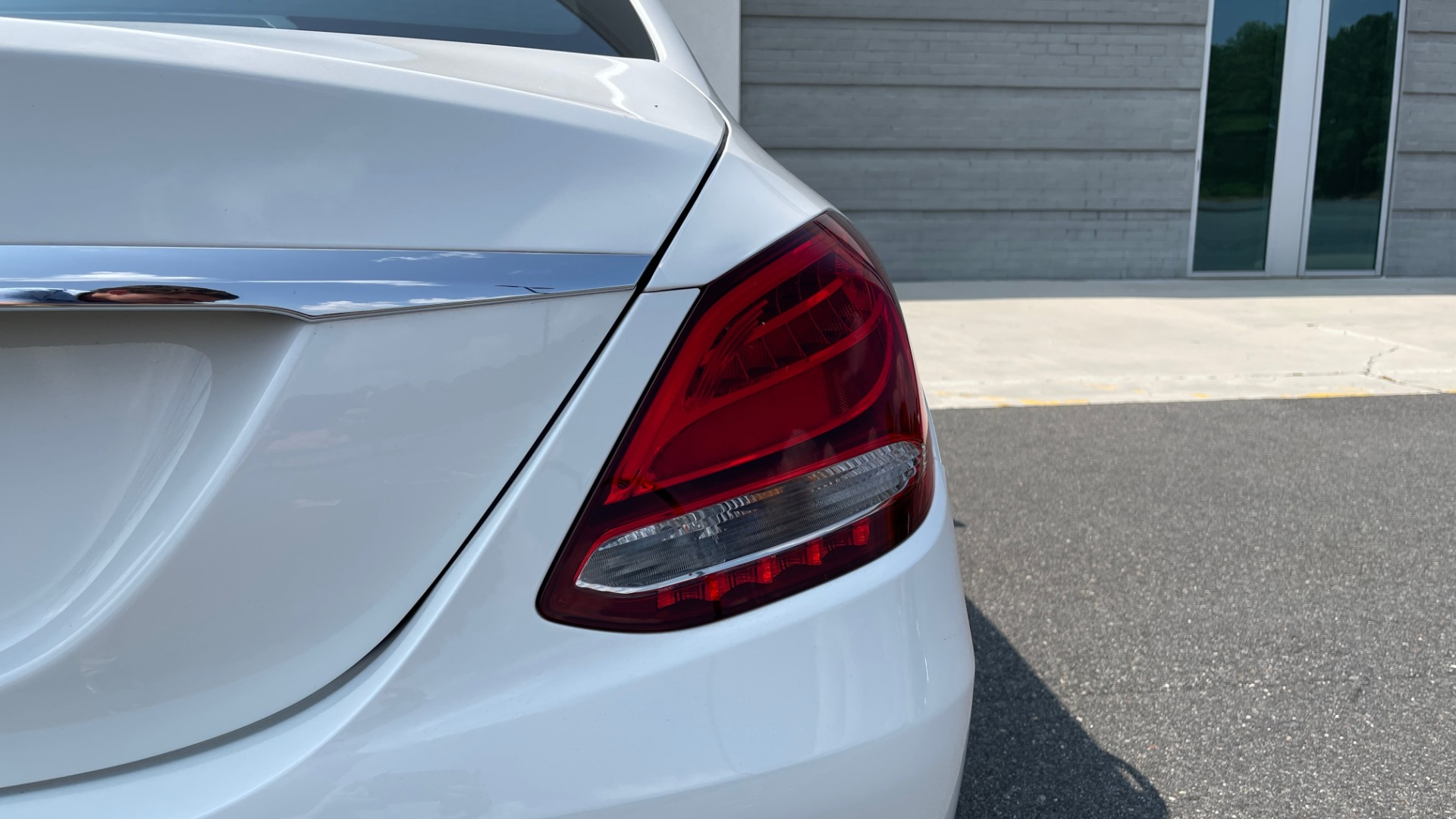 Used 2018 Mercedes-Benz C-CLASS C 300 / 2.0L / RWD / SUNROOF / APPLE~ANDROID / REARVIEW for sale $29,995 at Formula Imports in Charlotte NC 28227 22