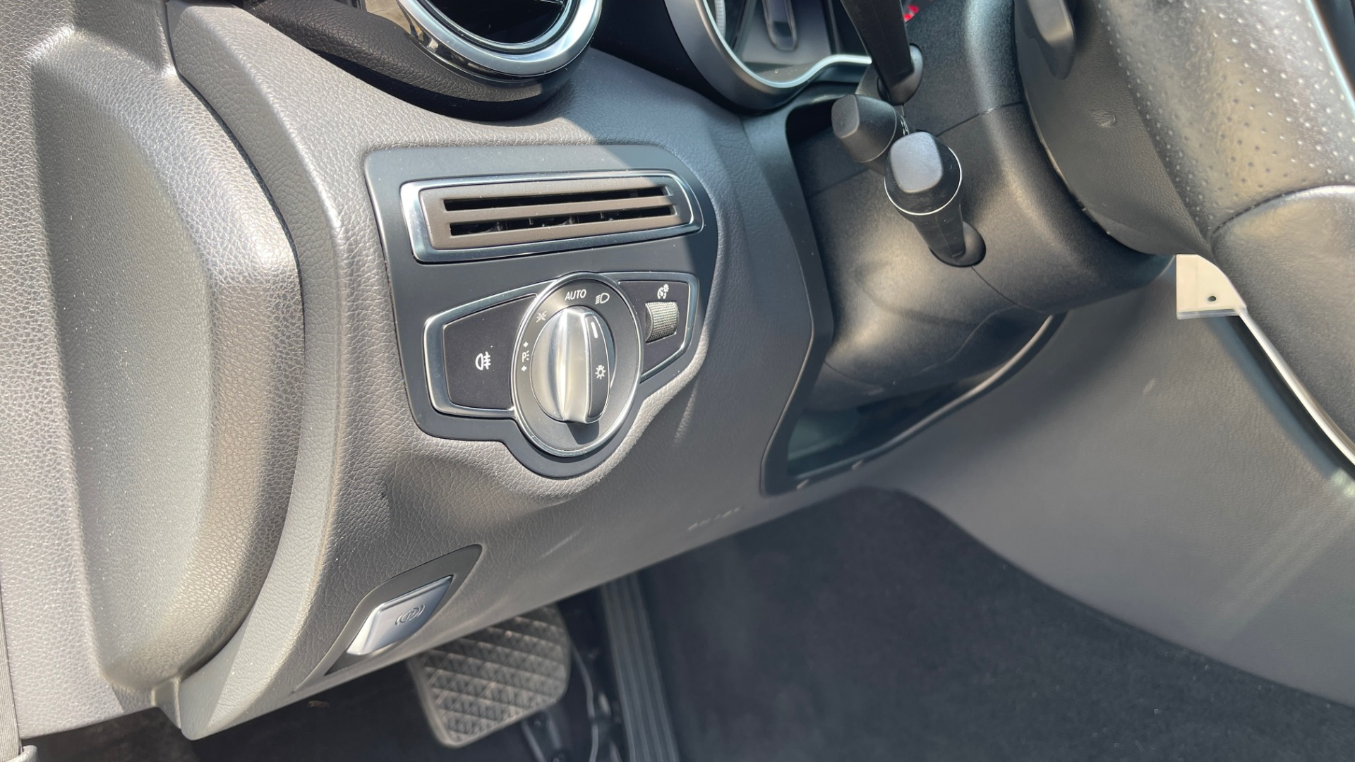 Used 2018 Mercedes-Benz C-CLASS C 300 / 2.0L / RWD / SUNROOF / APPLE~ANDROID / REARVIEW for sale $29,995 at Formula Imports in Charlotte NC 28227 26