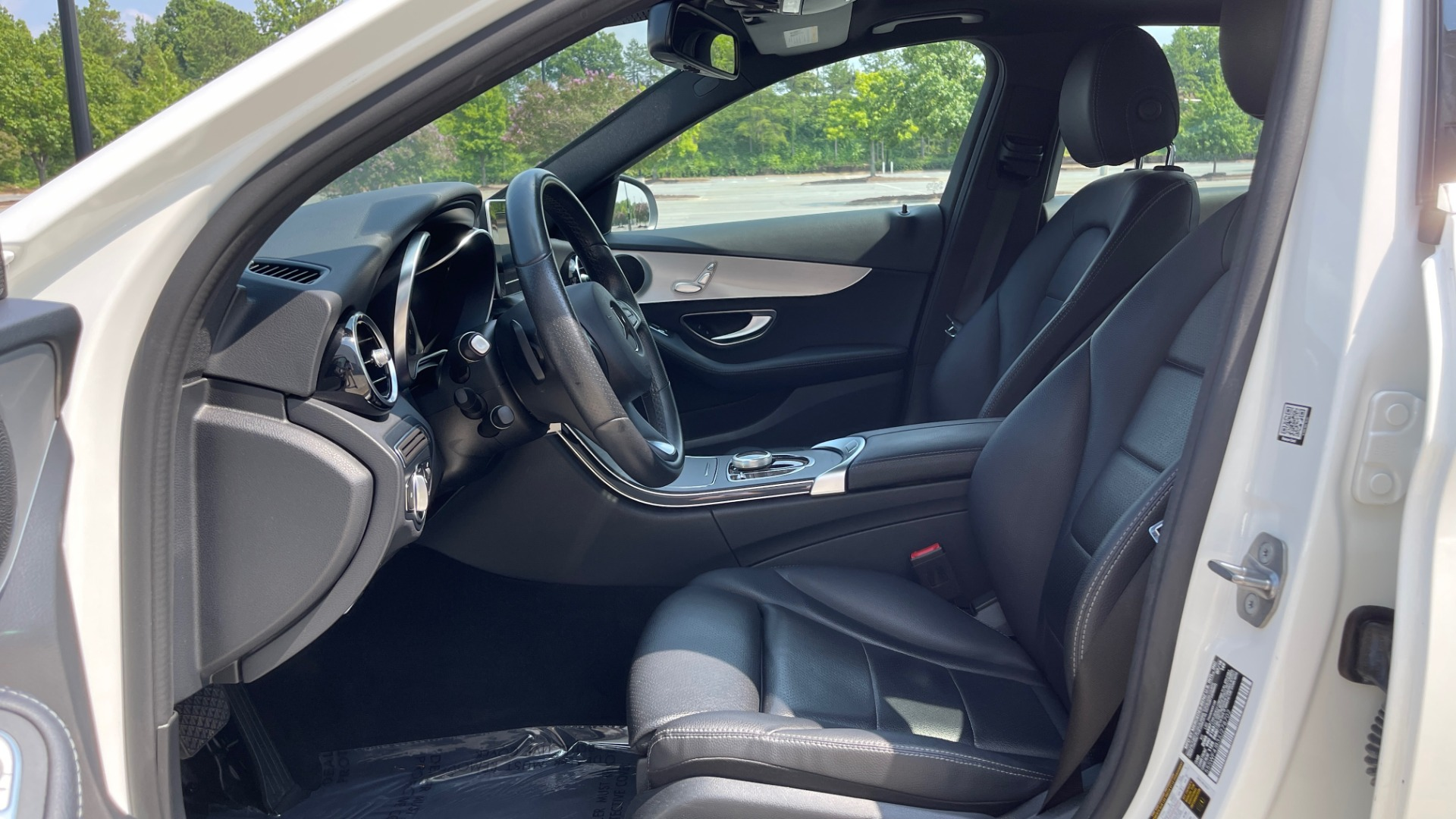Used 2018 Mercedes-Benz C-CLASS C 300 / 2.0L / RWD / SUNROOF / APPLE~ANDROID / REARVIEW for sale $29,995 at Formula Imports in Charlotte NC 28227 28