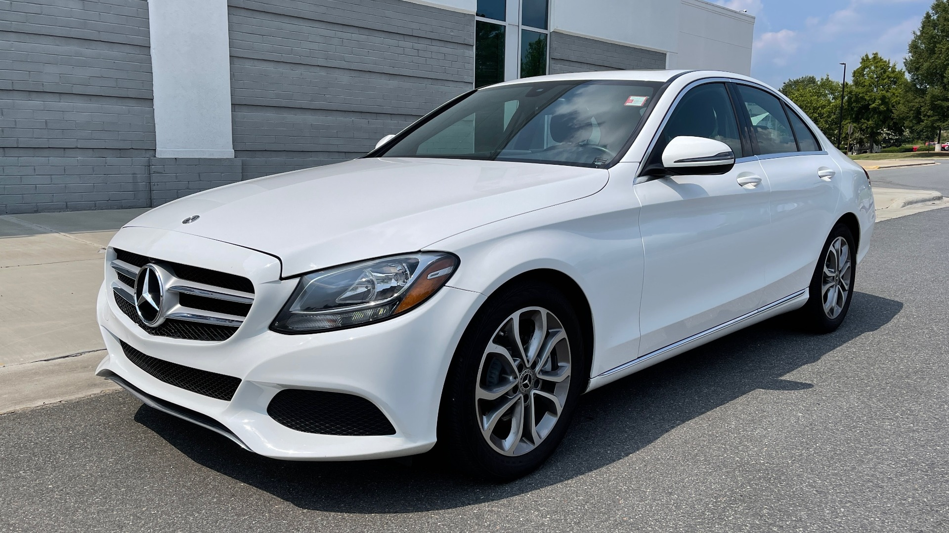 Used 2018 Mercedes-Benz C-CLASS C 300 / 2.0L / RWD / SUNROOF / APPLE~ANDROID / REARVIEW for sale $29,995 at Formula Imports in Charlotte NC 28227 3