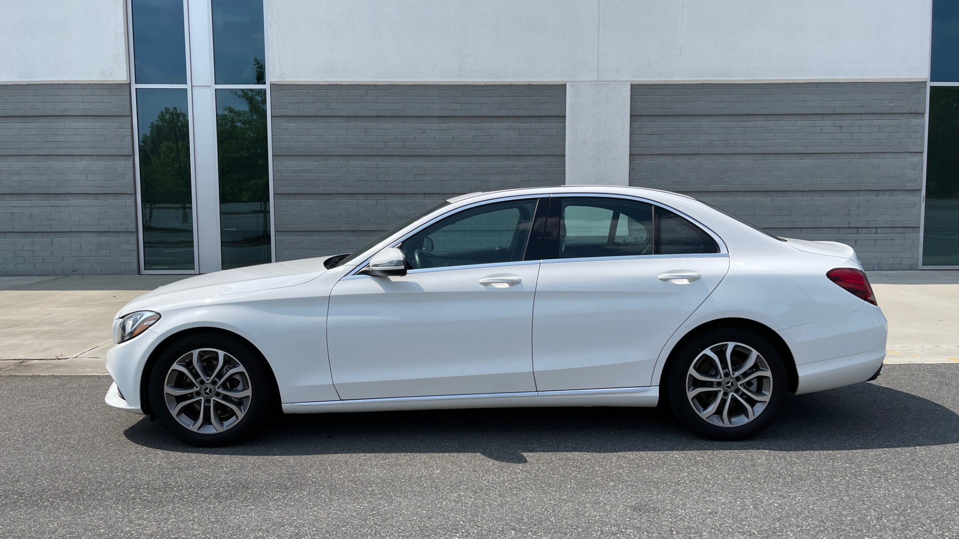 Used 2018 Mercedes-Benz C-CLASS C 300 / 2.0L / RWD / SUNROOF / APPLE~ANDROID / REARVIEW for sale $29,995 at Formula Imports in Charlotte NC 28227 4