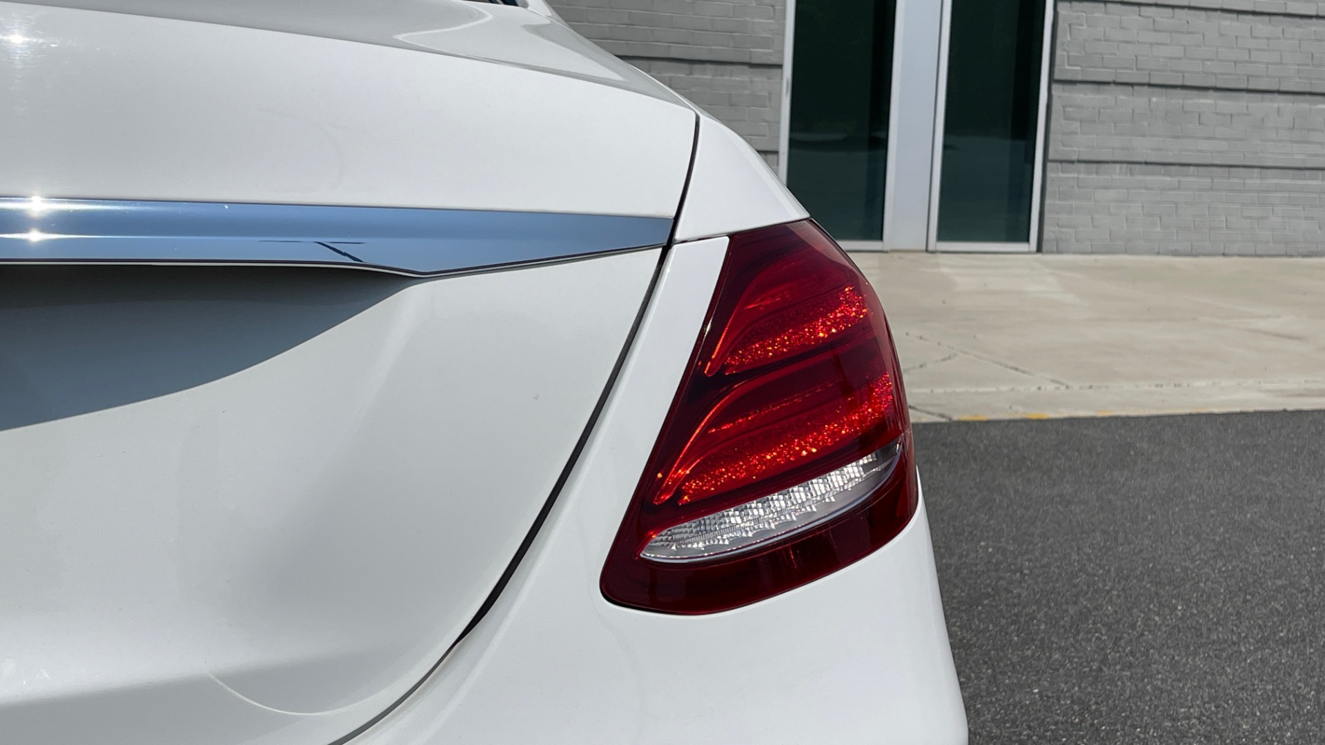Used 2018 Mercedes-Benz E-CLASS E 300 / 2.0L I4 TURBO / NAV / BSA / SUNROOF / REARVIEW for sale Sold at Formula Imports in Charlotte NC 28227 21