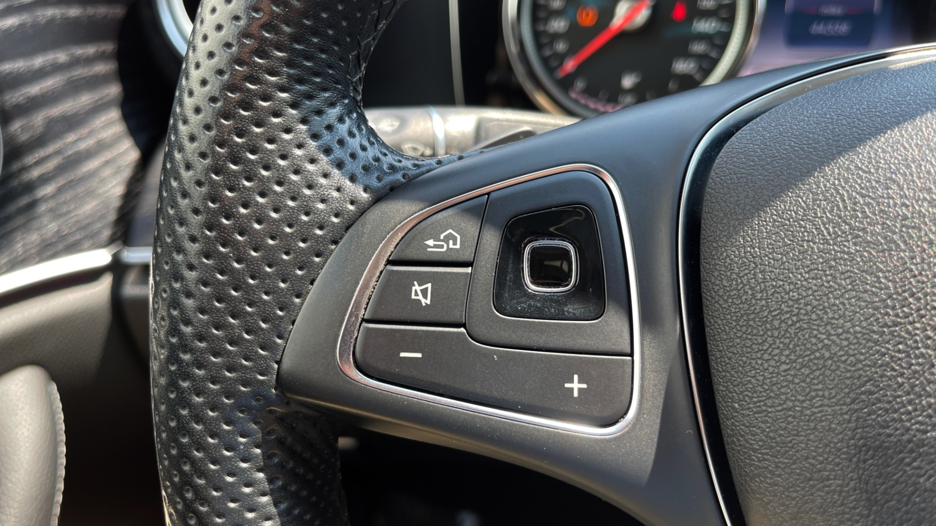 Used 2018 Mercedes-Benz E-CLASS E 300 / 2.0L I4 TURBO / NAV / BSA / SUNROOF / REARVIEW for sale Sold at Formula Imports in Charlotte NC 28227 37