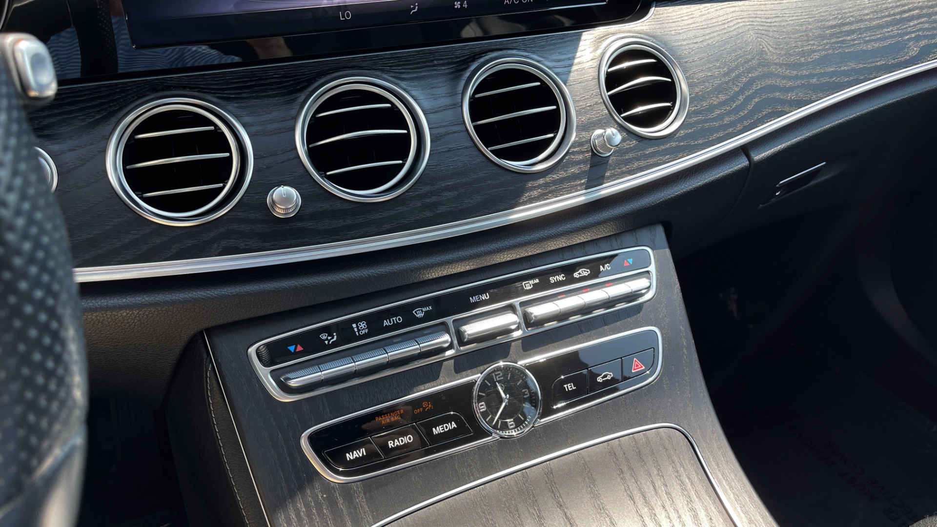 Used 2018 Mercedes-Benz E-CLASS E 300 / 2.0L I4 TURBO / NAV / BSA / SUNROOF / REARVIEW for sale Sold at Formula Imports in Charlotte NC 28227 44