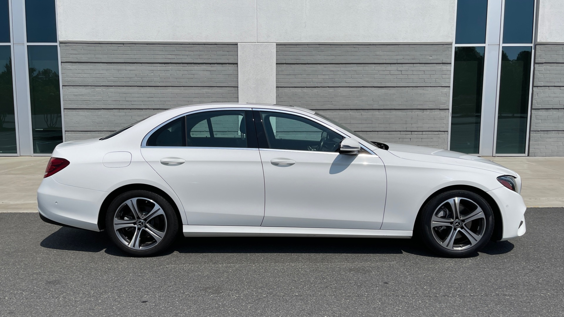 Used 2018 Mercedes-Benz E-CLASS E 300 / 2.0L I4 TURBO / NAV / BSA / SUNROOF / REARVIEW for sale Sold at Formula Imports in Charlotte NC 28227 8