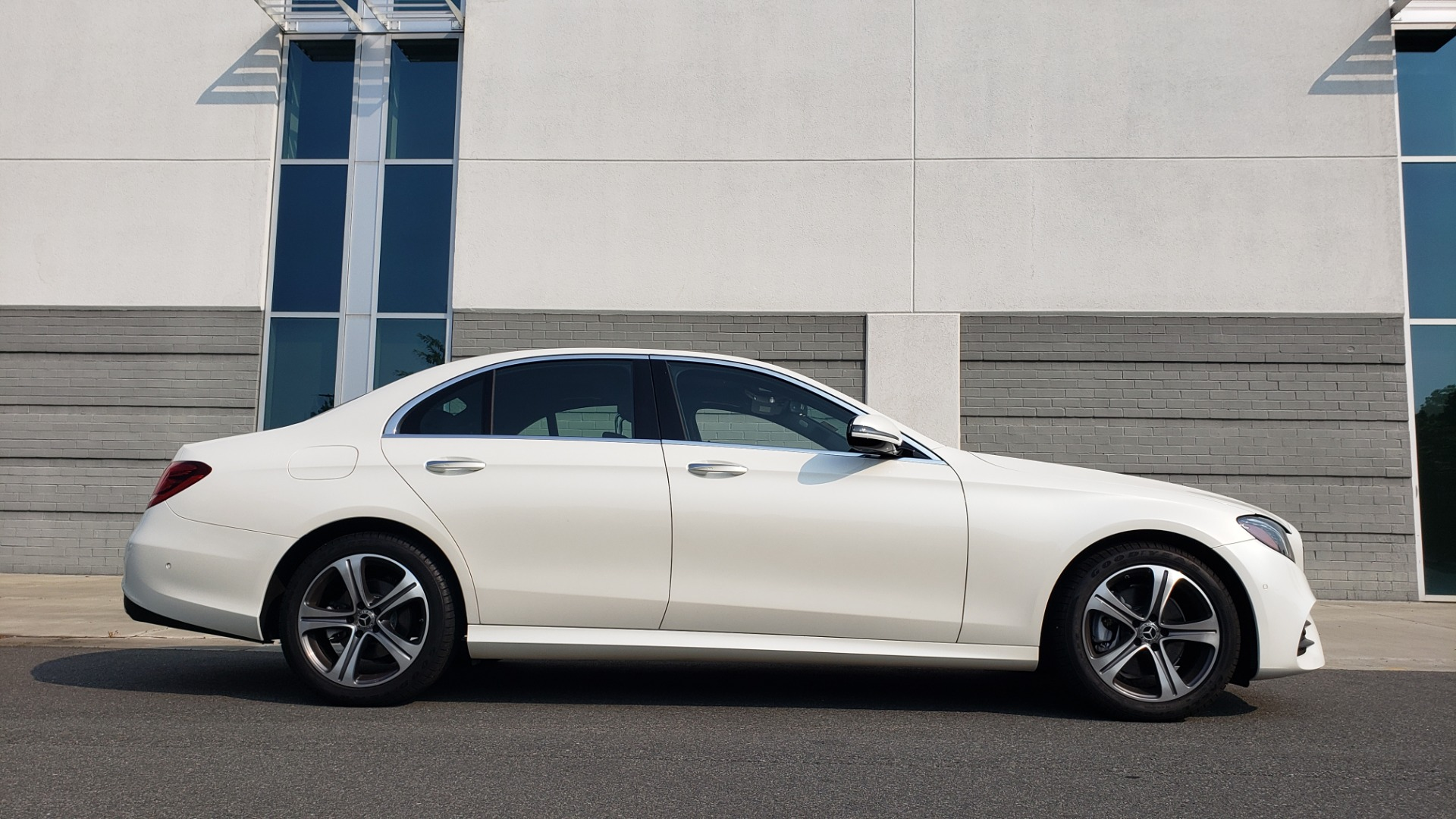 Used 2018 Mercedes-Benz E-CLASS E 300 4MATIC / PREMIUM / NAV / PANO-ROOF / BURMESTER / REARVIEW for sale $41,995 at Formula Imports in Charlotte NC 28227 10