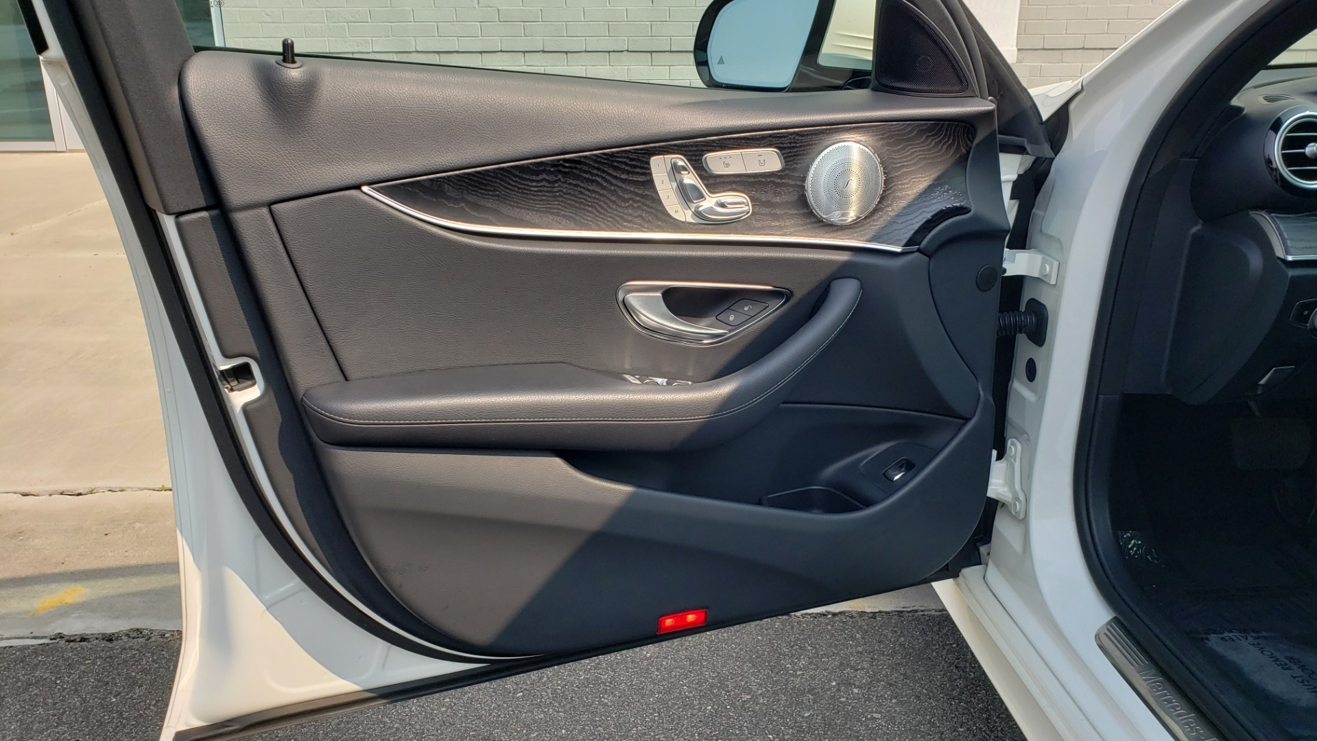 Used 2018 Mercedes-Benz E-CLASS E 300 4MATIC / PREMIUM / NAV / PANO-ROOF / BURMESTER / REARVIEW for sale $41,995 at Formula Imports in Charlotte NC 28227 28