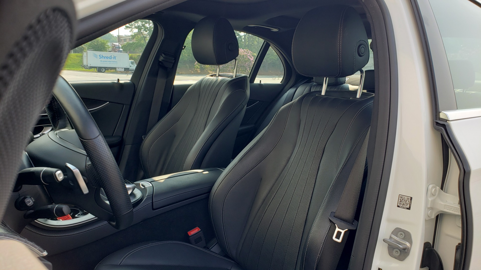Used 2018 Mercedes-Benz E-CLASS E 300 4MATIC / PREMIUM / NAV / PANO-ROOF / BURMESTER / REARVIEW for sale $41,995 at Formula Imports in Charlotte NC 28227 31