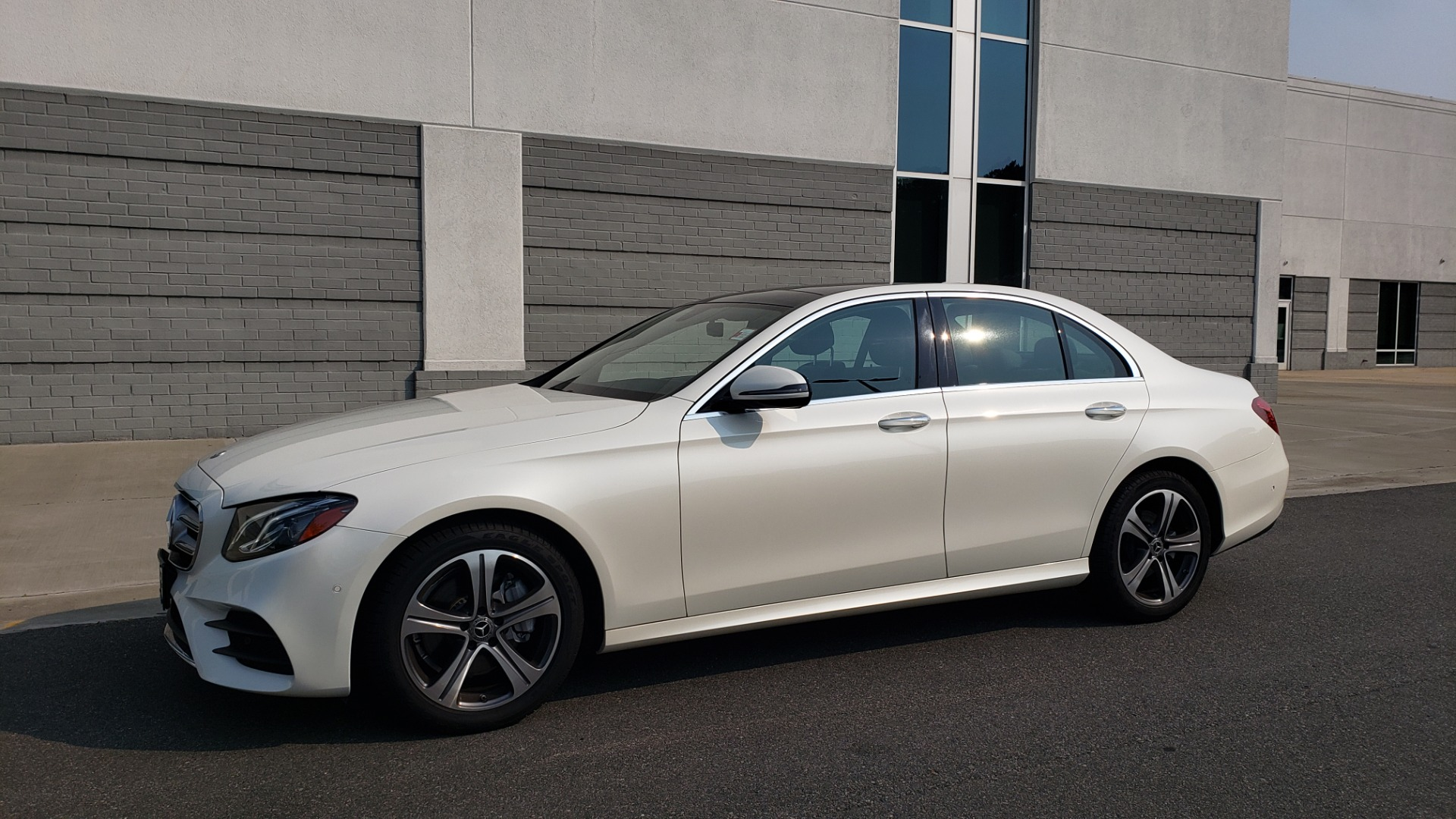 Used 2018 Mercedes-Benz E-CLASS E 300 4MATIC / PREMIUM / NAV / PANO-ROOF / BURMESTER / REARVIEW for sale $41,995 at Formula Imports in Charlotte NC 28227 4
