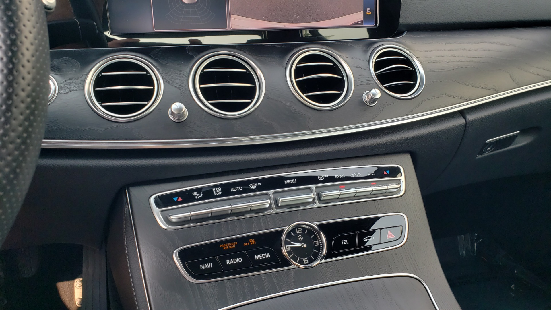 Used 2018 Mercedes-Benz E-CLASS E 300 4MATIC / PREMIUM / NAV / PANO-ROOF / BURMESTER / REARVIEW for sale $41,995 at Formula Imports in Charlotte NC 28227 46