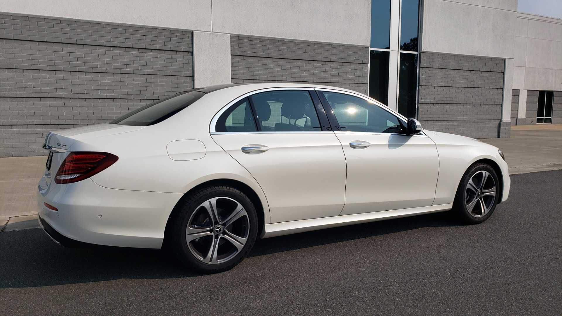 Used 2018 Mercedes-Benz E-CLASS E 300 4MATIC / PREMIUM / NAV / PANO-ROOF / BURMESTER / REARVIEW for sale $41,995 at Formula Imports in Charlotte NC 28227 5