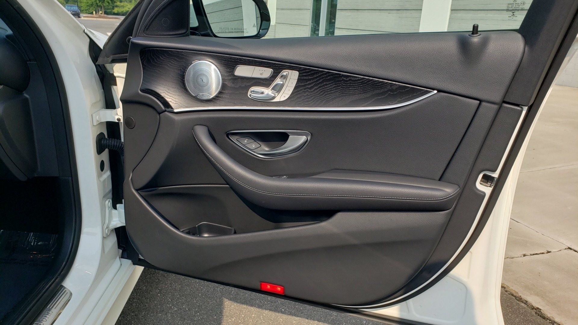 Used 2018 Mercedes-Benz E-CLASS E 300 4MATIC / PREMIUM / NAV / PANO-ROOF / BURMESTER / REARVIEW for sale $41,995 at Formula Imports in Charlotte NC 28227 58