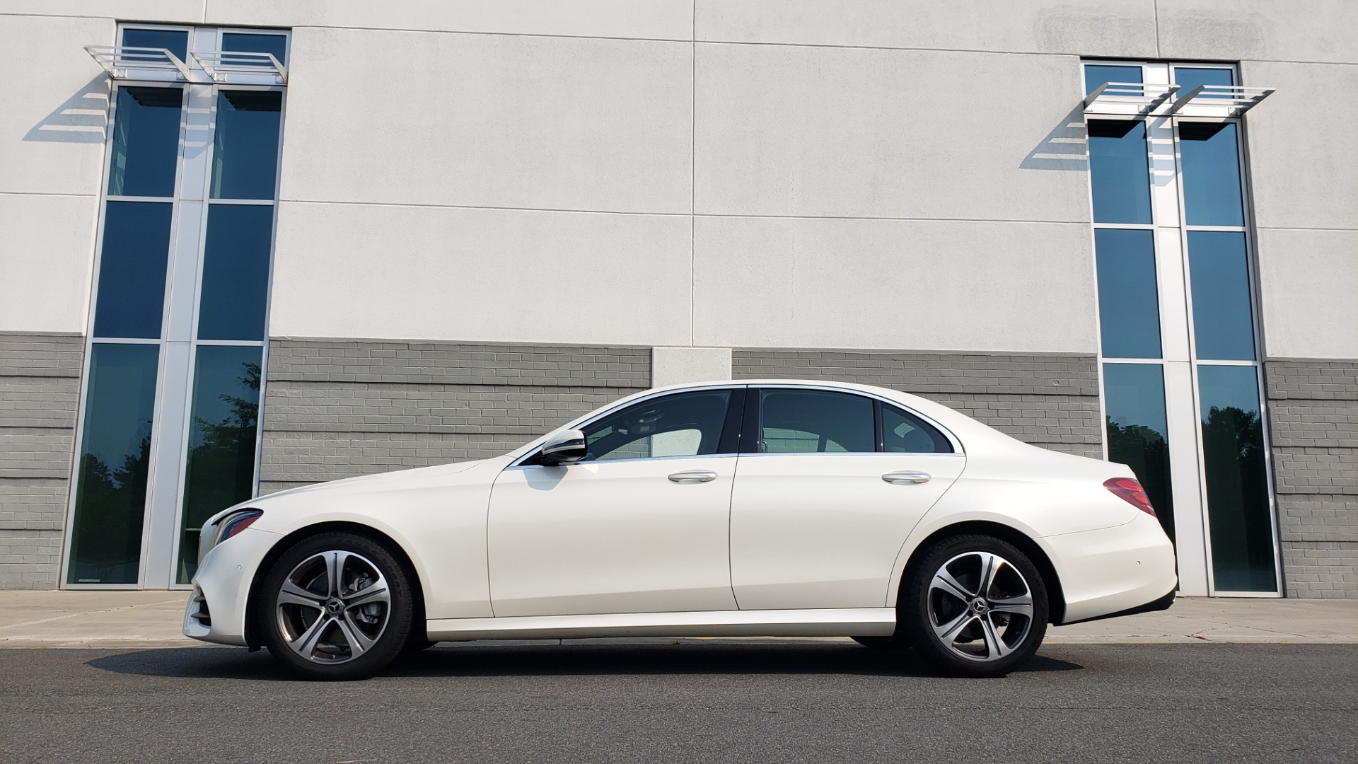 Used 2018 Mercedes-Benz E-CLASS E 300 4MATIC / PREMIUM / NAV / PANO-ROOF / BURMESTER / REARVIEW for sale $41,995 at Formula Imports in Charlotte NC 28227 6