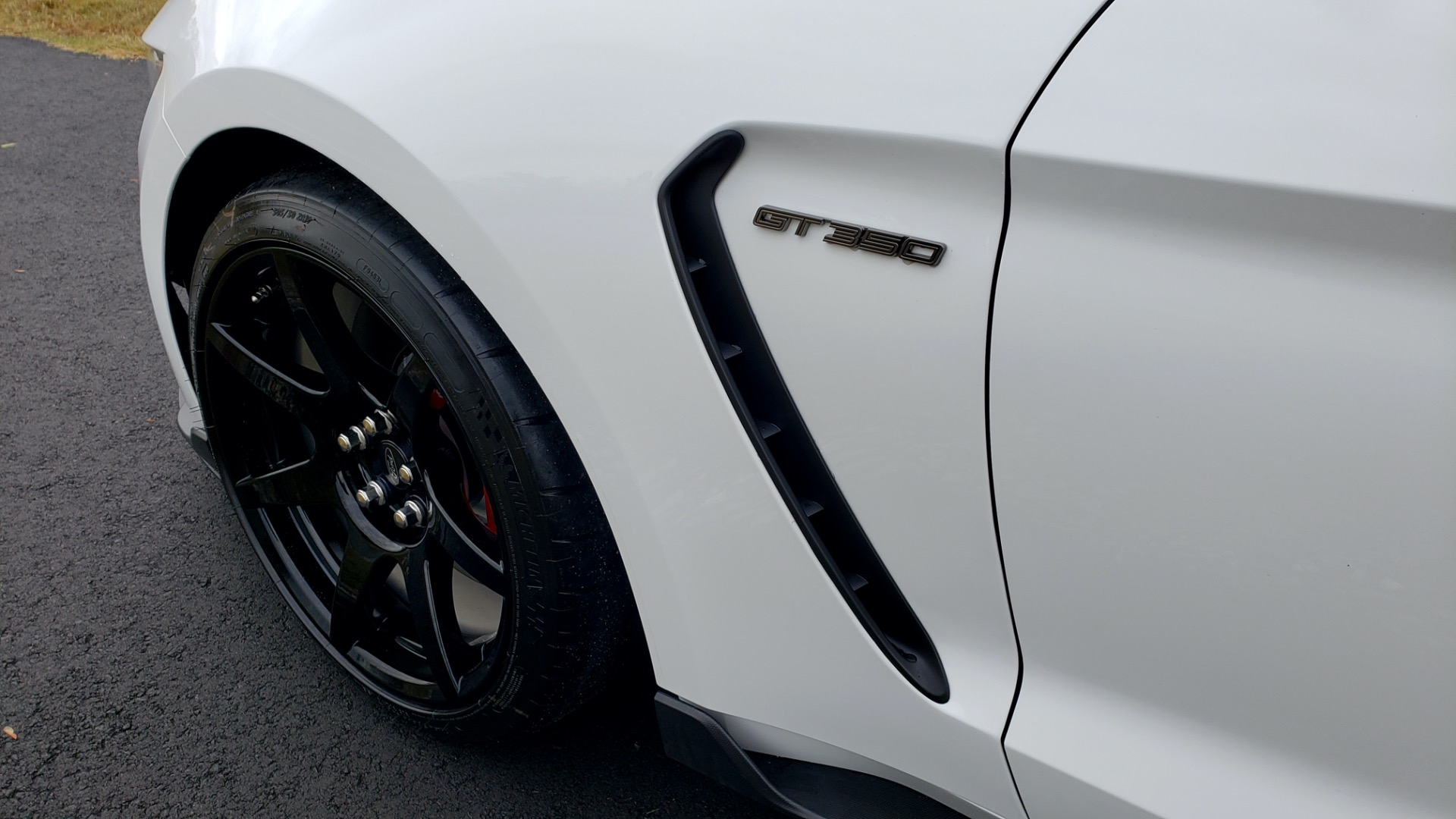 Used 2019 Ford MUSTANG SHELBY GT350R COUPE / B&O SOUND / ELECTRONICS PKG for sale Sold at Formula Imports in Charlotte NC 28227 5