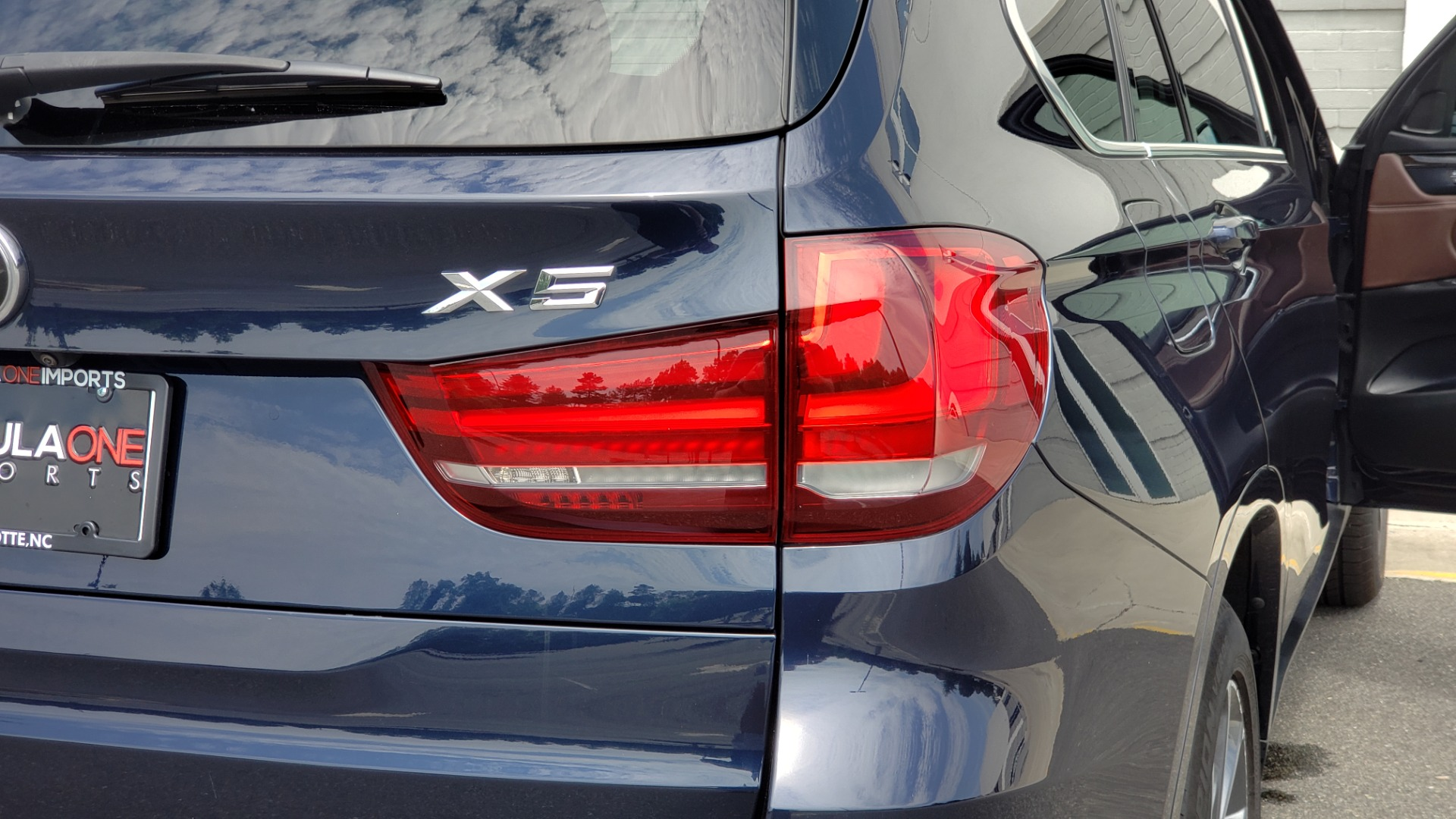 Used 2018 BMW X5 XDRIVE35I PREMIUM / LUXURY / DRVR ASST / HUD / LANE WARNING / REARVIEW for sale $43,695 at Formula Imports in Charlotte NC 28227 35