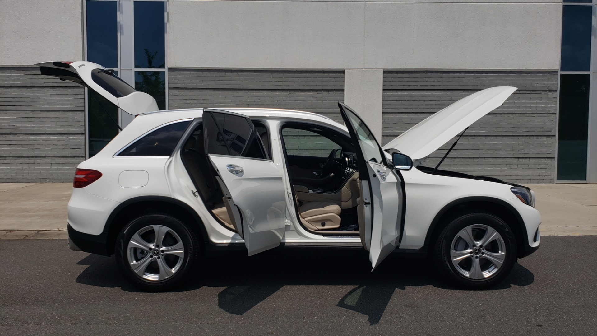 Used 2018 Mercedes-Benz GLC 300 PREMIUM 4MATIC / PANO-ROOF / BURMESTER / REARVIEW for sale $36,295 at Formula Imports in Charlotte NC 28227 12