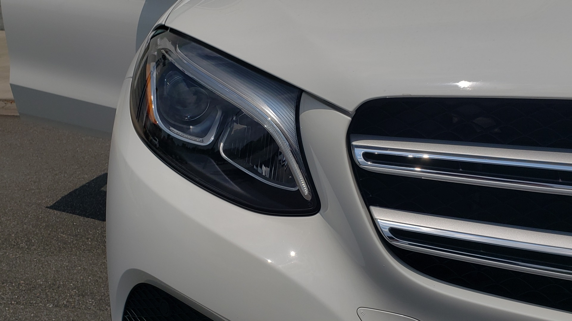 Used 2018 Mercedes-Benz GLC 300 PREMIUM 4MATIC / PANO-ROOF / BURMESTER / REARVIEW for sale $36,295 at Formula Imports in Charlotte NC 28227 24