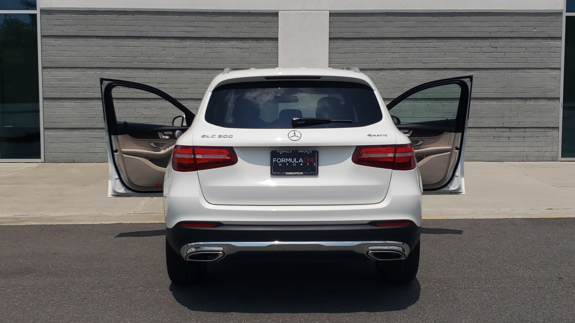 Used 2018 Mercedes-Benz GLC 300 PREMIUM 4MATIC / PANO-ROOF / BURMESTER / REARVIEW for sale $36,295 at Formula Imports in Charlotte NC 28227 30
