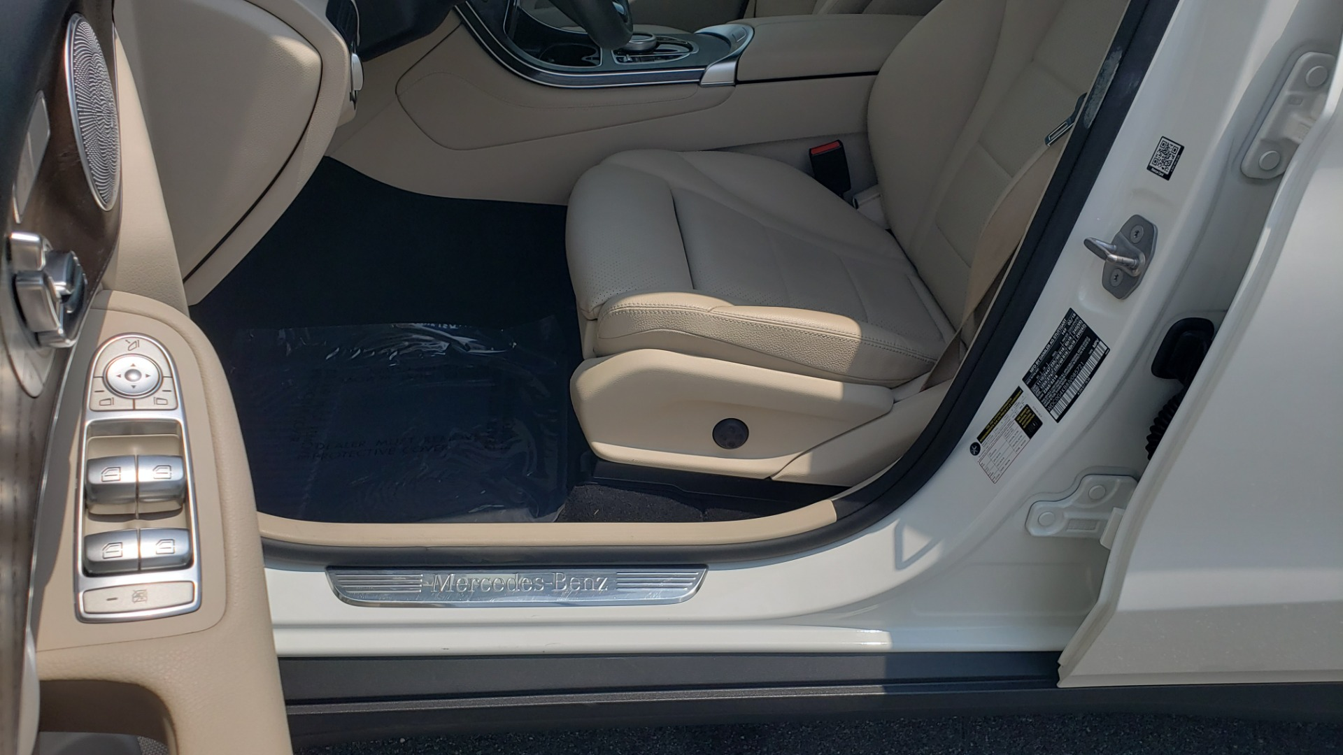 Used 2018 Mercedes-Benz GLC 300 PREMIUM 4MATIC / PANO-ROOF / BURMESTER / REARVIEW for sale $36,295 at Formula Imports in Charlotte NC 28227 36