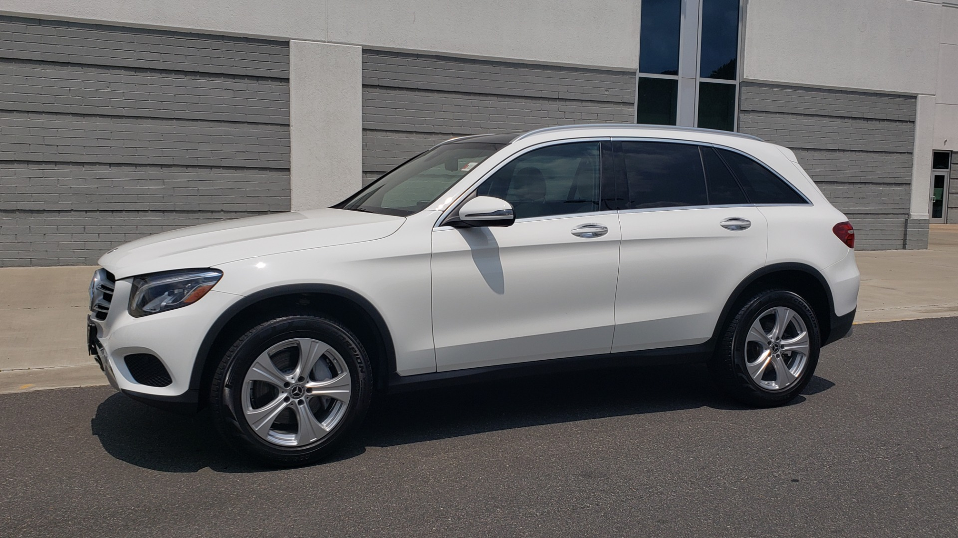 Used 2018 Mercedes-Benz GLC 300 PREMIUM 4MATIC / PANO-ROOF / BURMESTER / REARVIEW for sale $36,295 at Formula Imports in Charlotte NC 28227 4